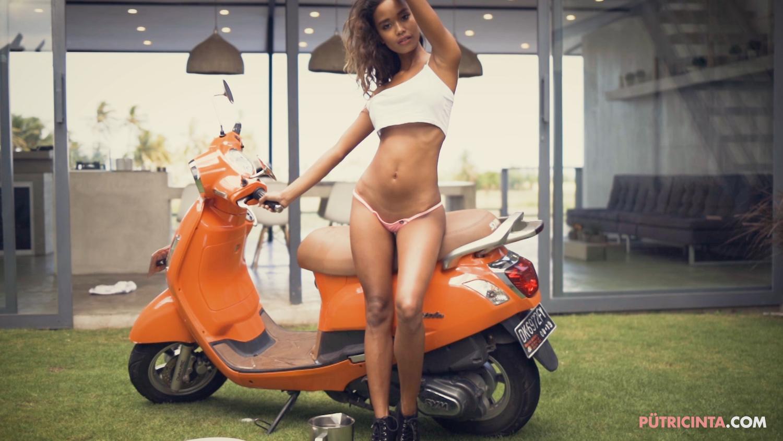 025-BikeWash-Putri-Cinta-Stills-28.jpg