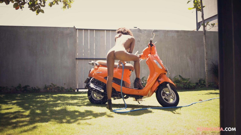 025-BikeWash-Putri-Cinta-Stills-65.jpg