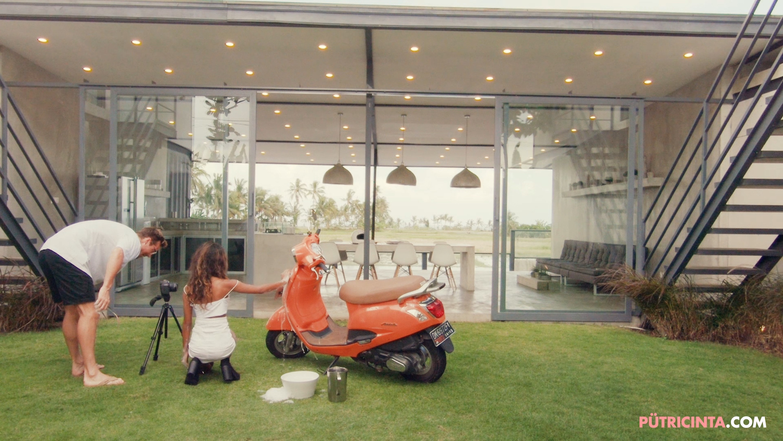 025-BikeWash-Putri-Cinta-BTS-Stills-11.jpg
