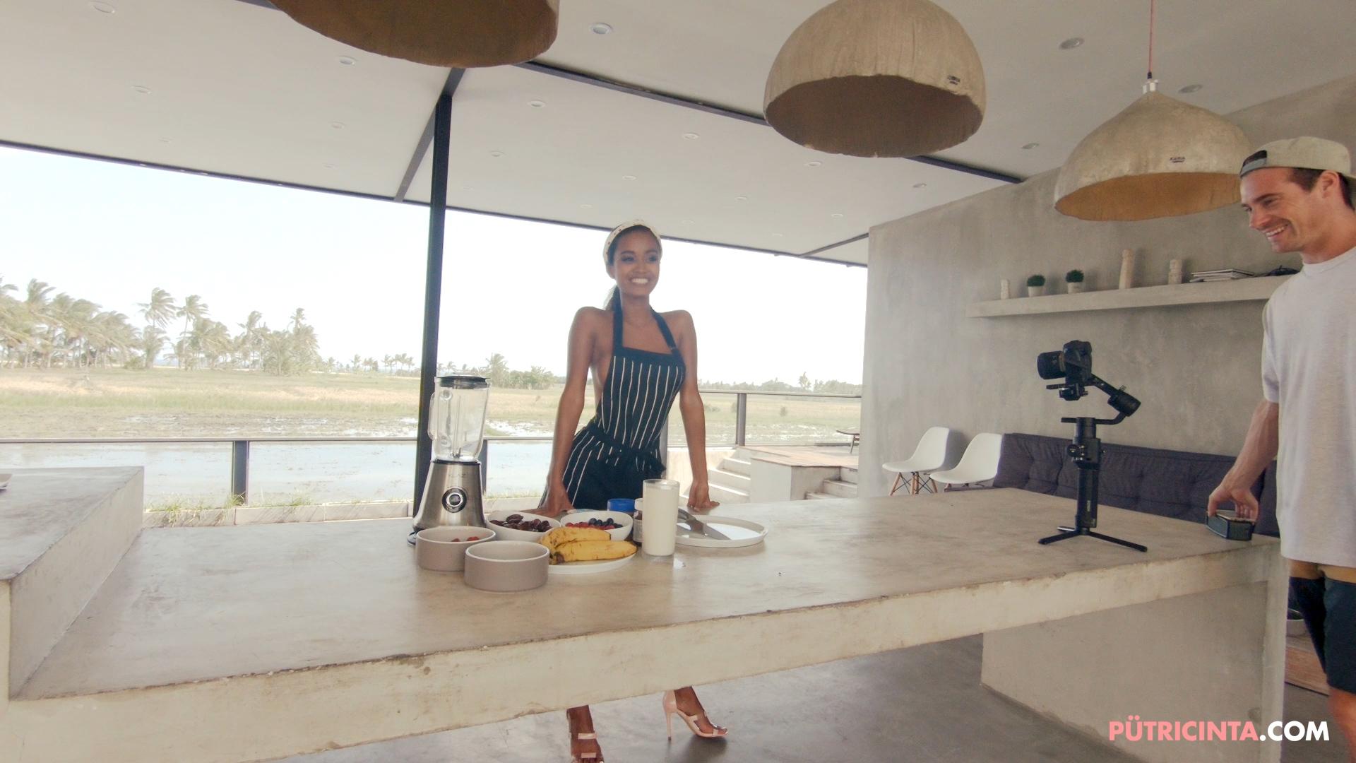 028-Putri-Cinta-Cooking-Class-bts-stills-14.jpg