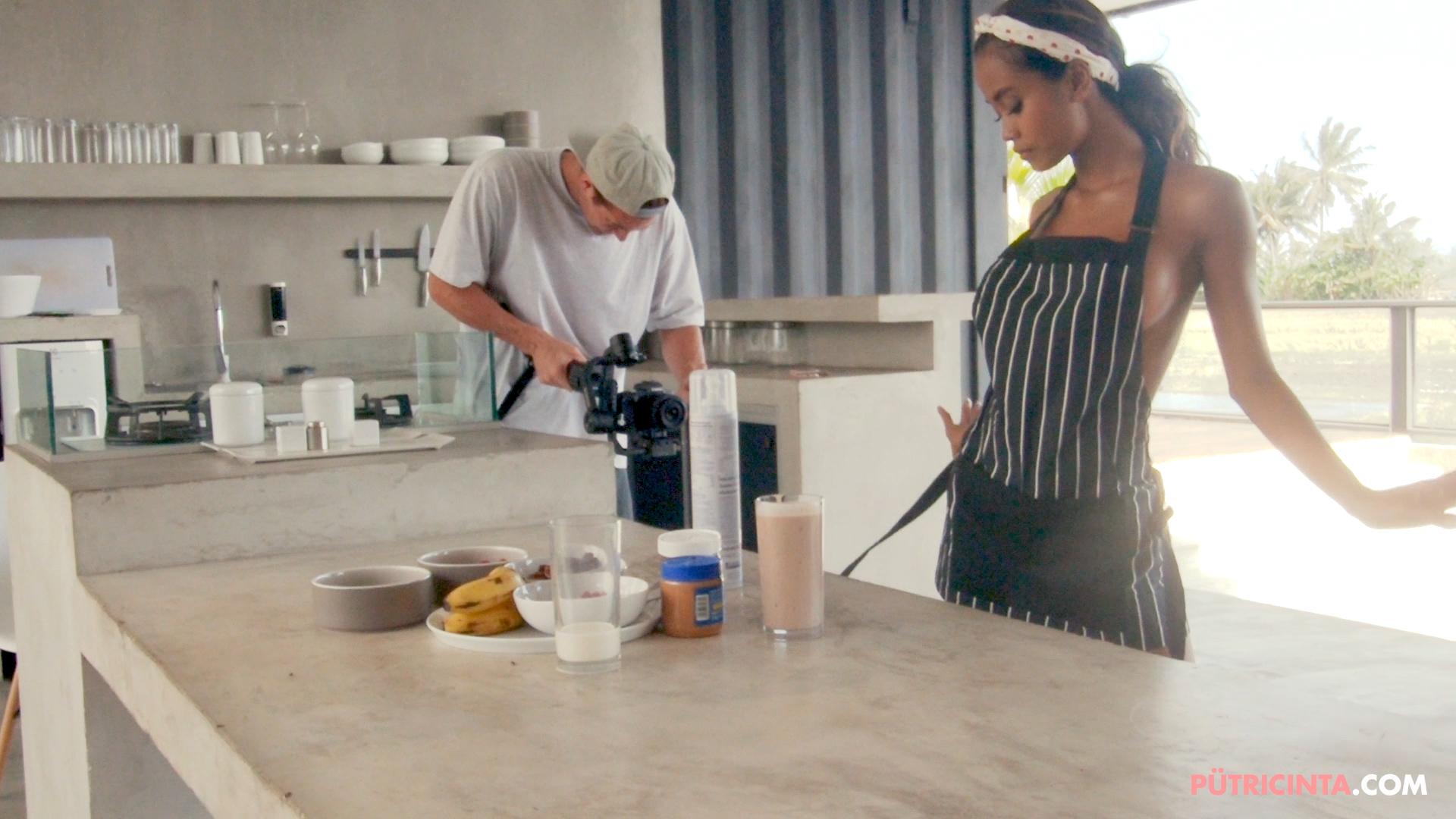 028-Putri-Cinta-Cooking-Class-bts-stills-22.jpg