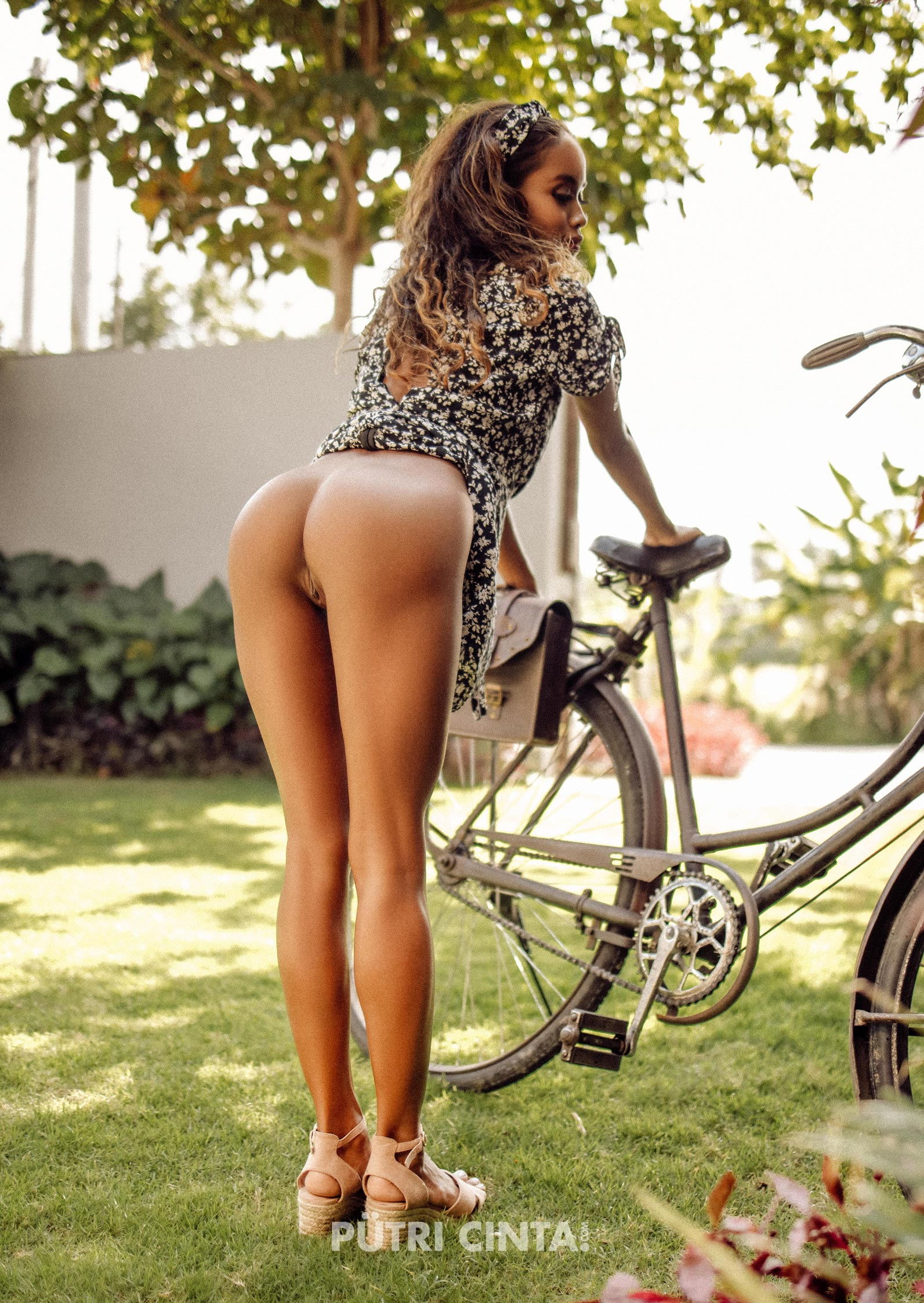 024-Putri-Cinta-Cycling-Commando-photoset-2.jpg