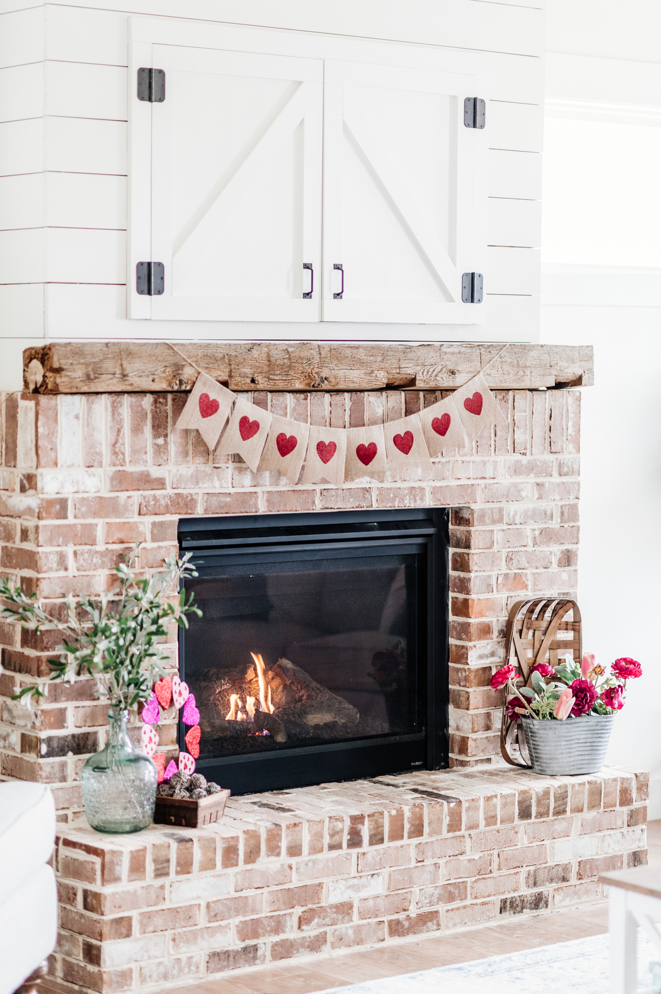 simplistic farmhouse decor for Valentine's Day   kristinpeddicord.com