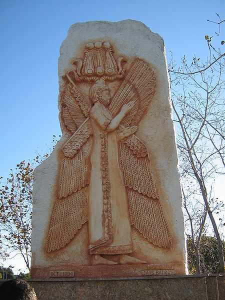 Cyrus le Grand avec des cornes