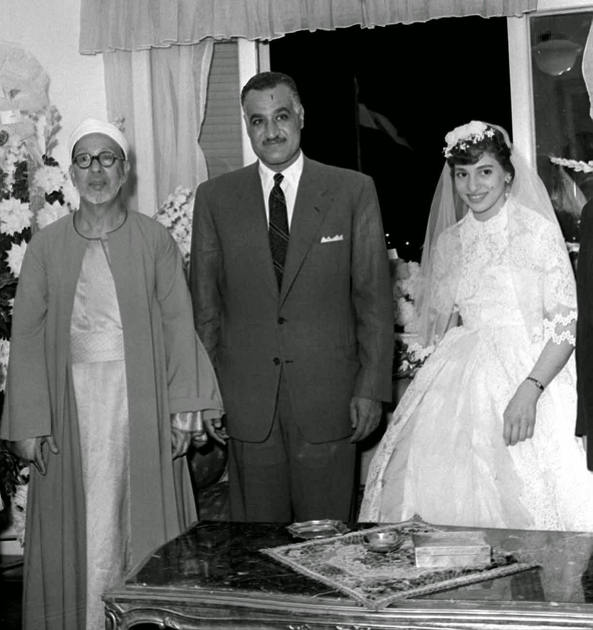 """Mariage de la fille de Abderrahman Taj """"عبد الرحمن تاج"""", grand cheick d'al-Azhar dans les années 50 en présence du président de la république Jamal Abdenasser"""