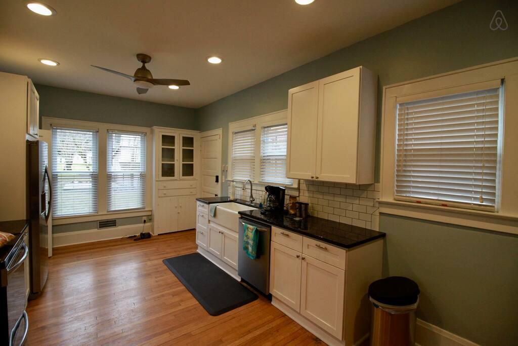 Picture 10 Kitchen 1.jpg
