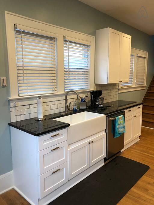 Picture 11 Kitchen 2.jpg