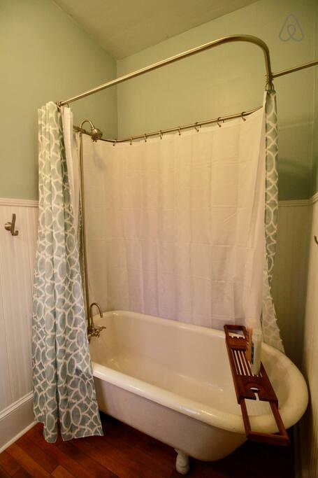 Picture 14 Downstairs Bath 2.jpg