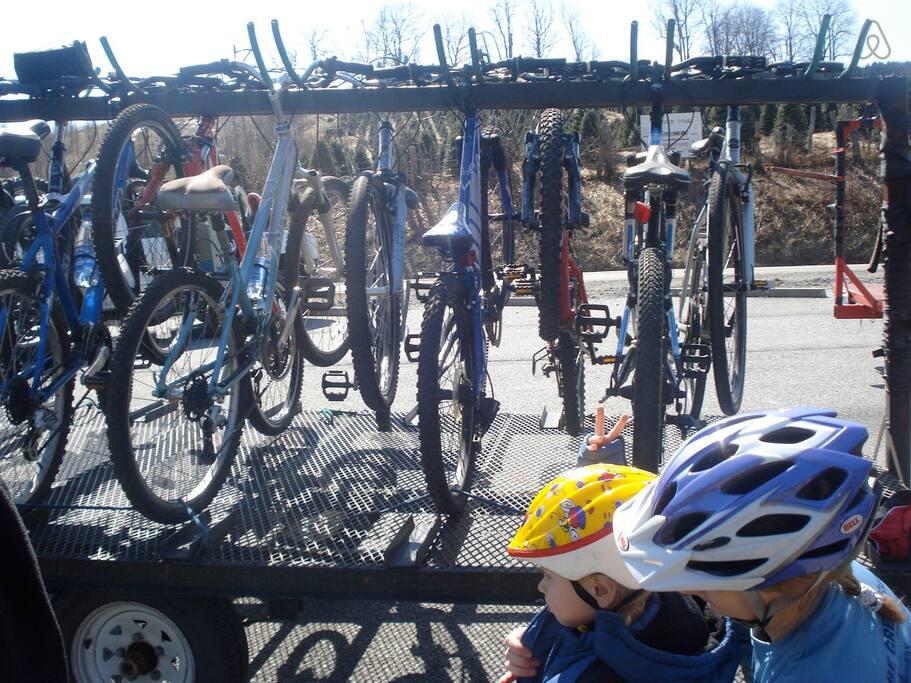 Picture 32 Bikes on Hauler.jpg