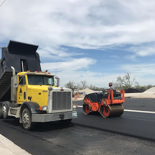 A little spring cleaning at the plant . . . #asphaltpaving #asphaltplant #dirtyjobs #trucking #bobtailtruck #roadconstruction #gohamm #peterbilt