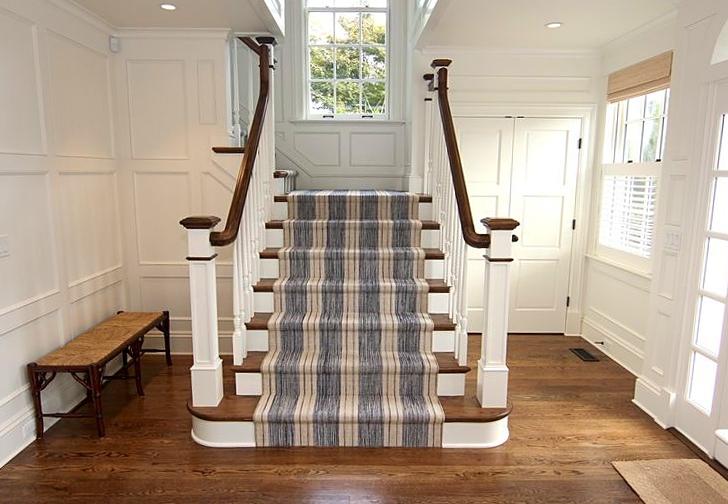 Colonial_Stairwell_Wood_Carpet.jpg