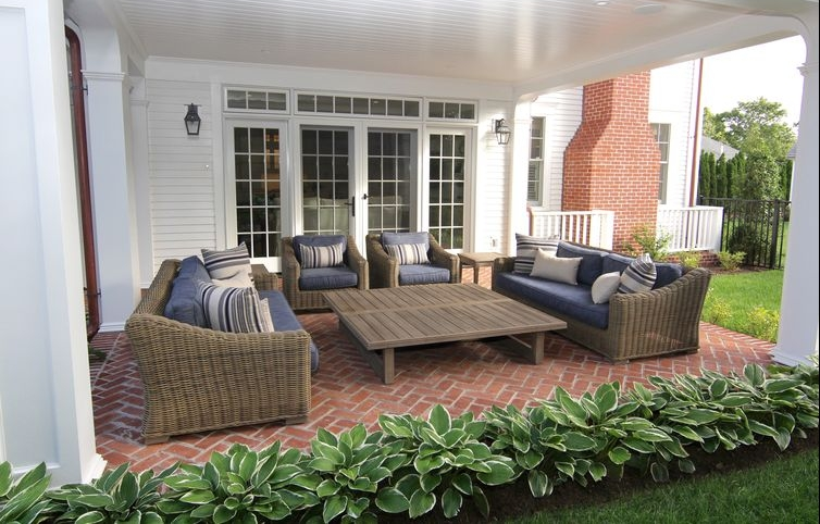 Covered_Outdoor_Seating_Area.jpg
