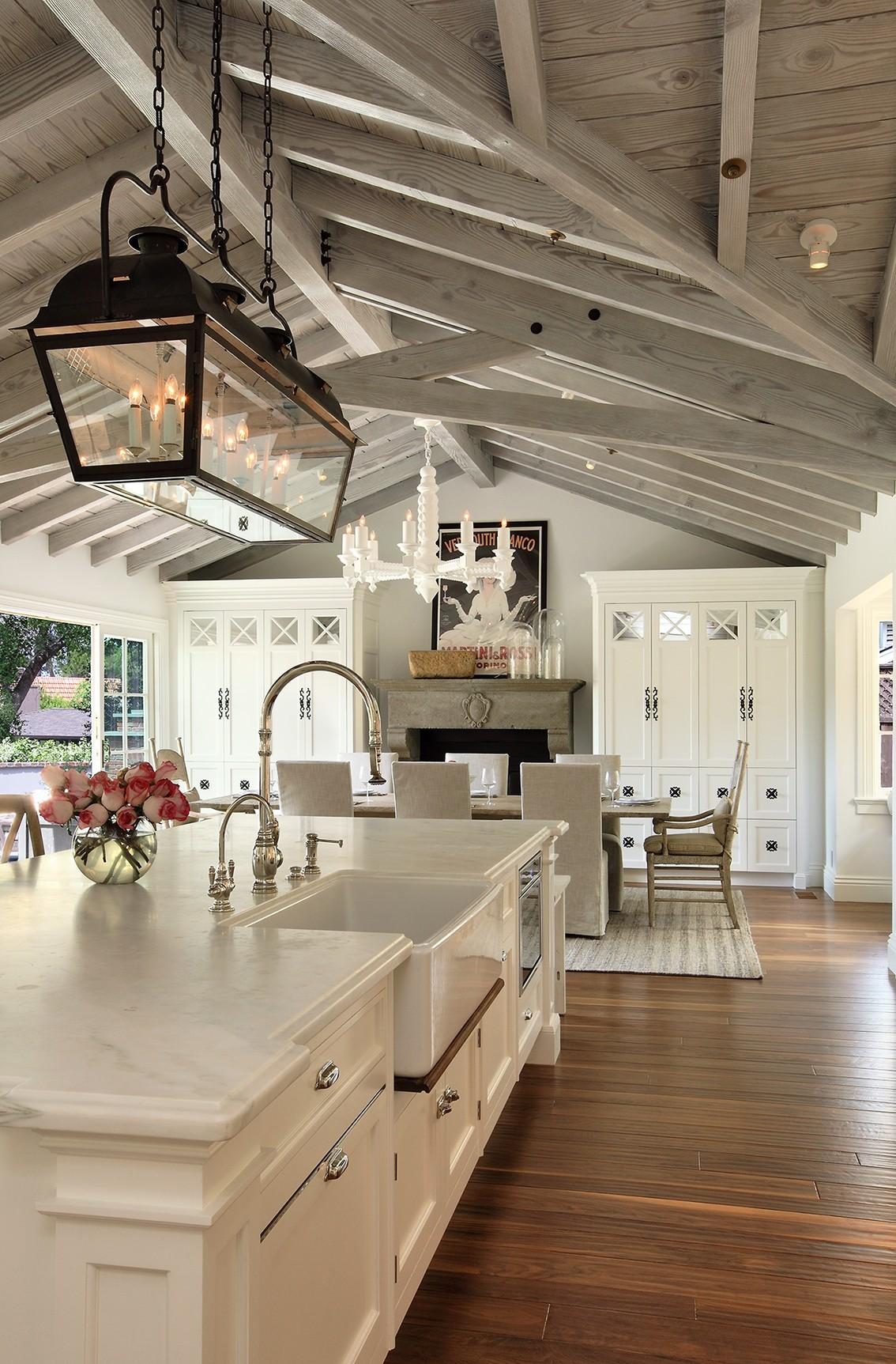 golf_house_kitchen_greatroom_beams.jpg