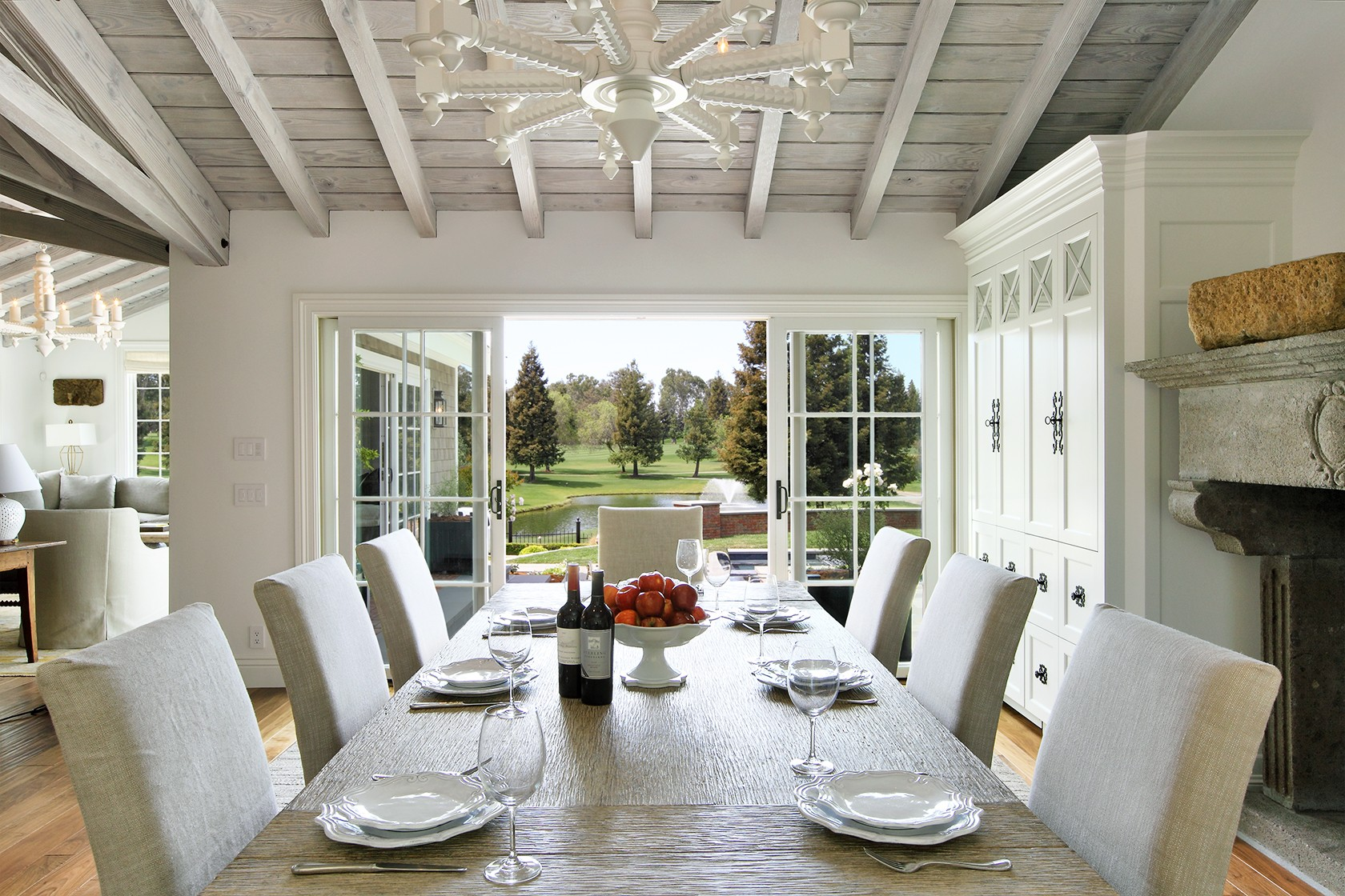 golf_house_dining _room_modern_beams_beachouse.jpg