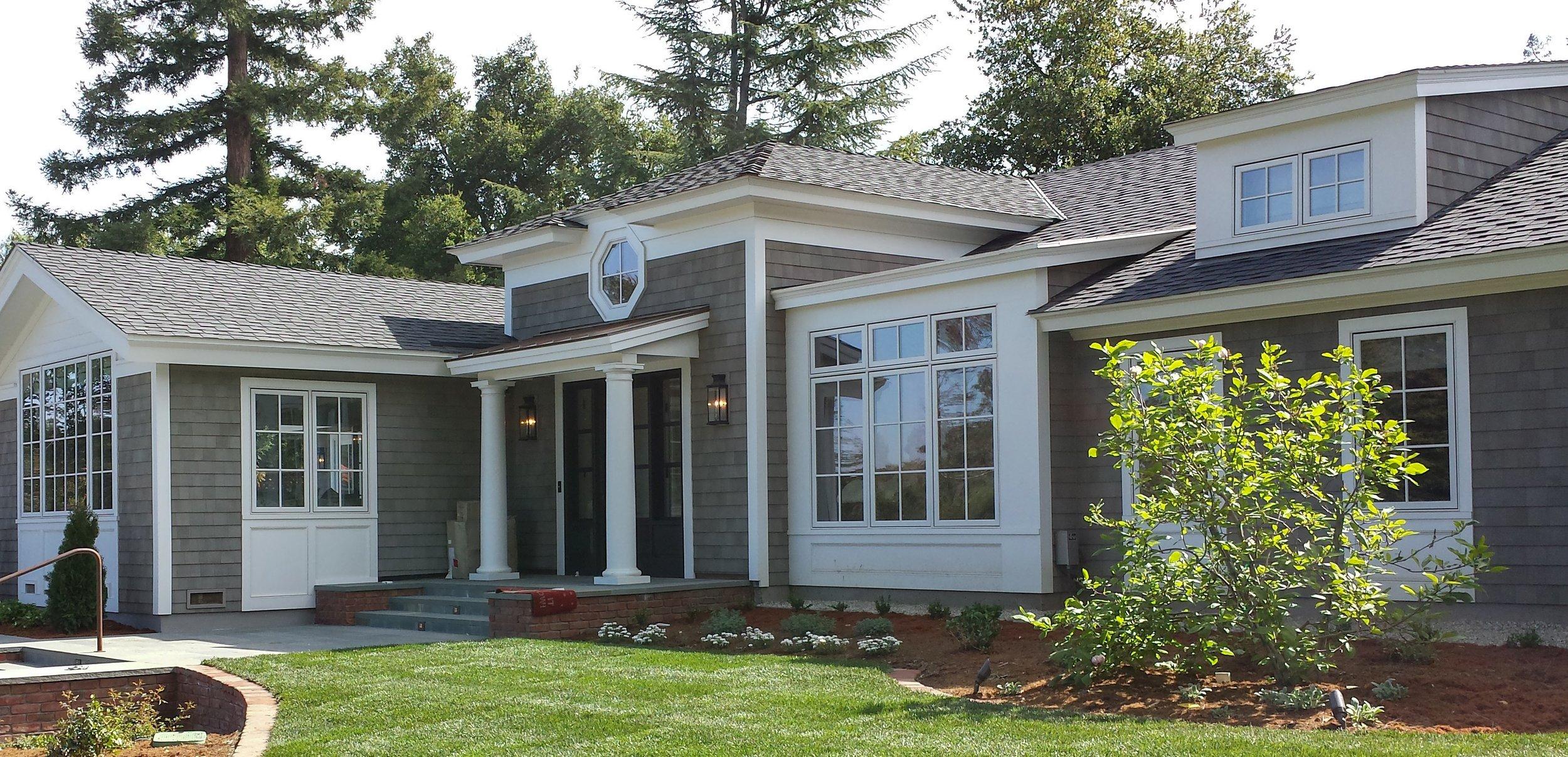 golf_house_front_facade_hexagon_window.jpg