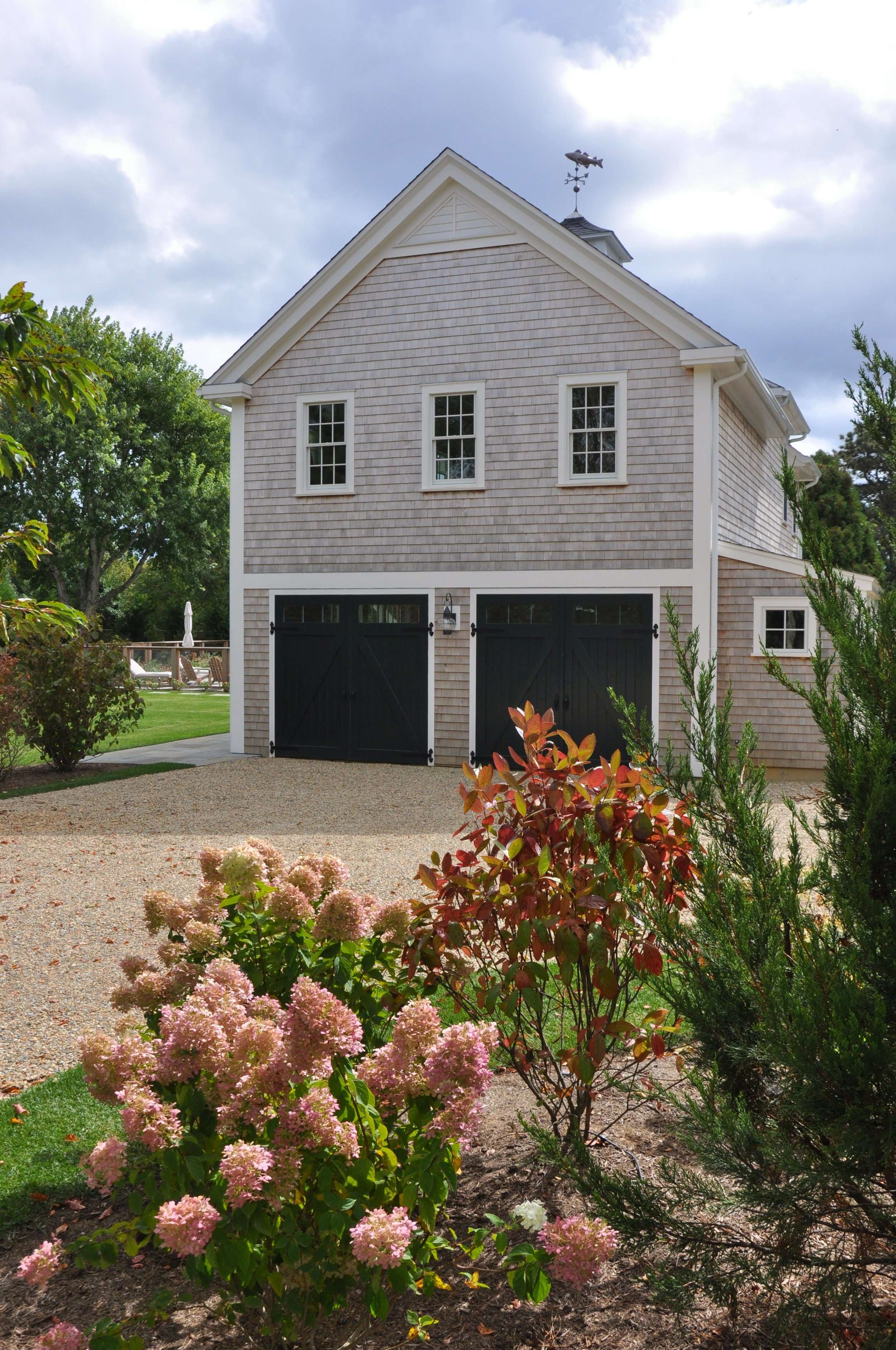 Modern_Farmhouse_Garage_Guesthouse.jpg