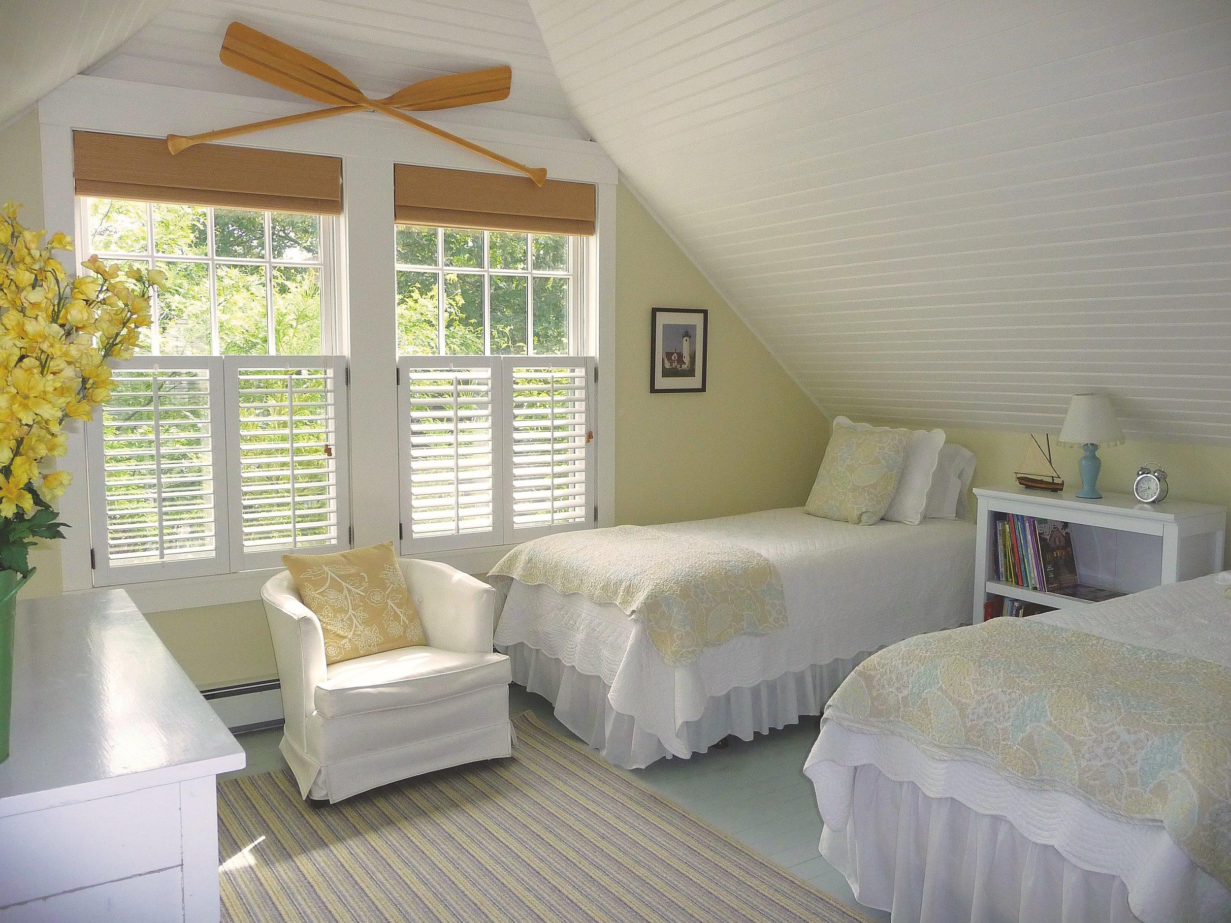 Boathouse_Bedroom_Beadboard_Ceiling_Oars.jpg