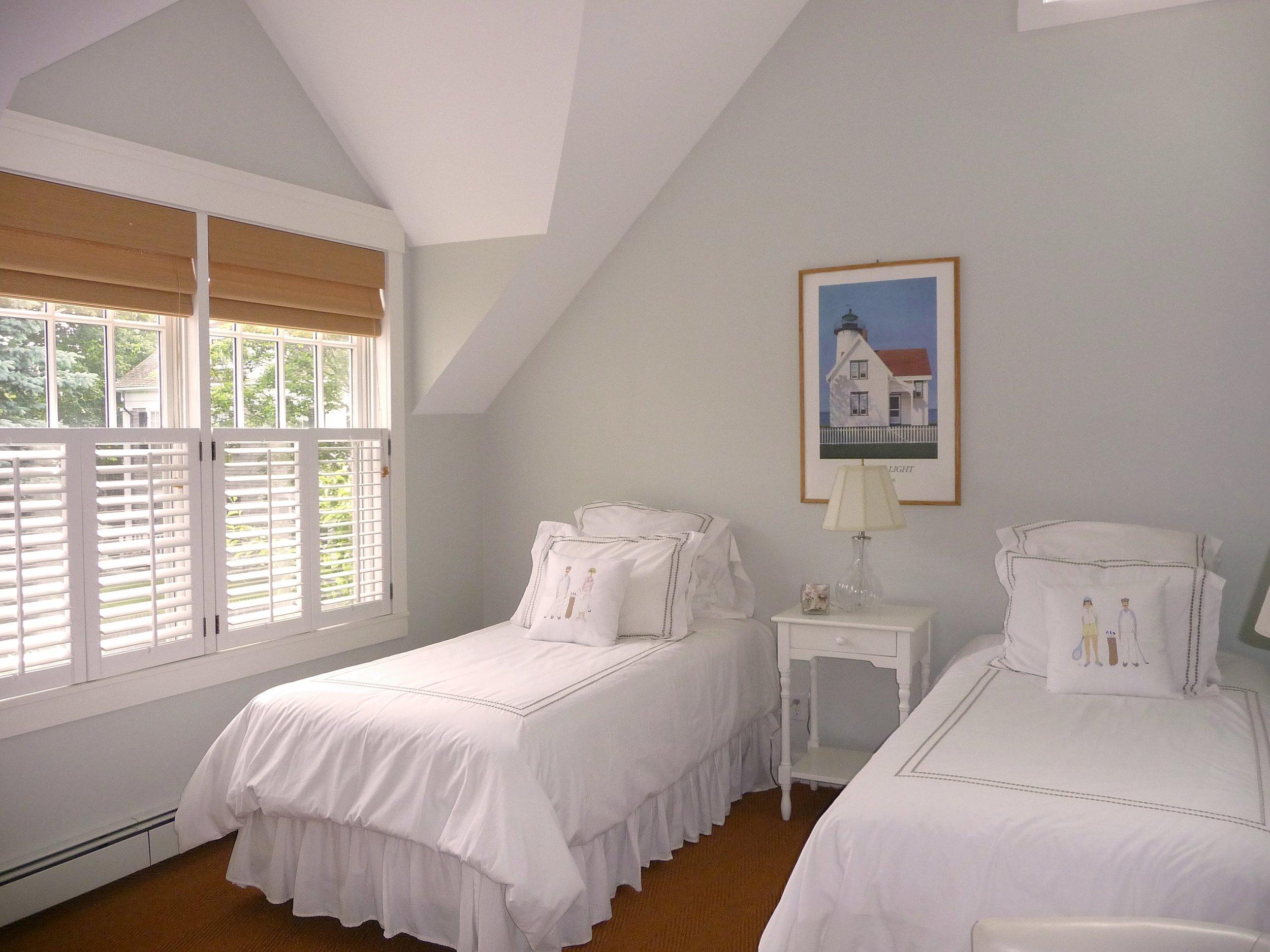 Colonial_Bedroom_Vaulted_Ceilings.jpg