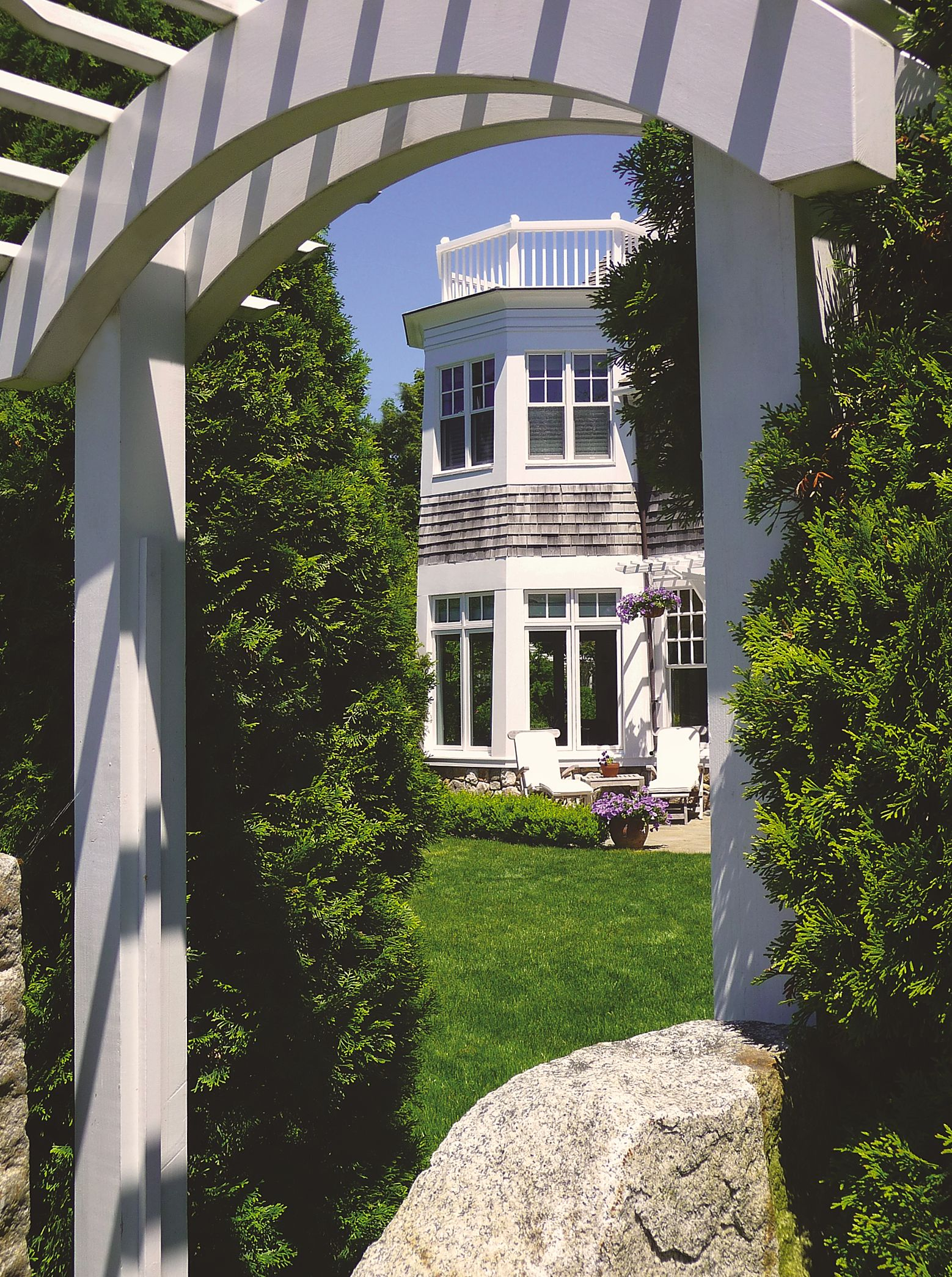 Colonial_Shingle_Style_Arched_Fence_Gate_Stone.jpg