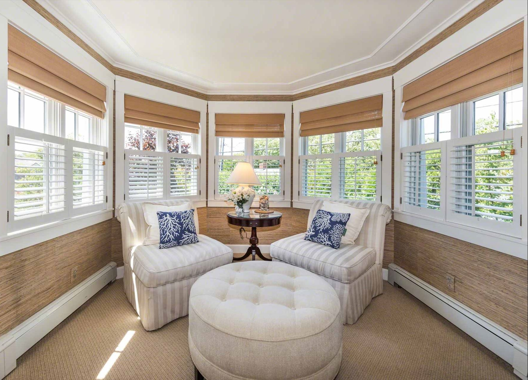 Colonial_Octagonal_Seating_Area_Windows.jpg