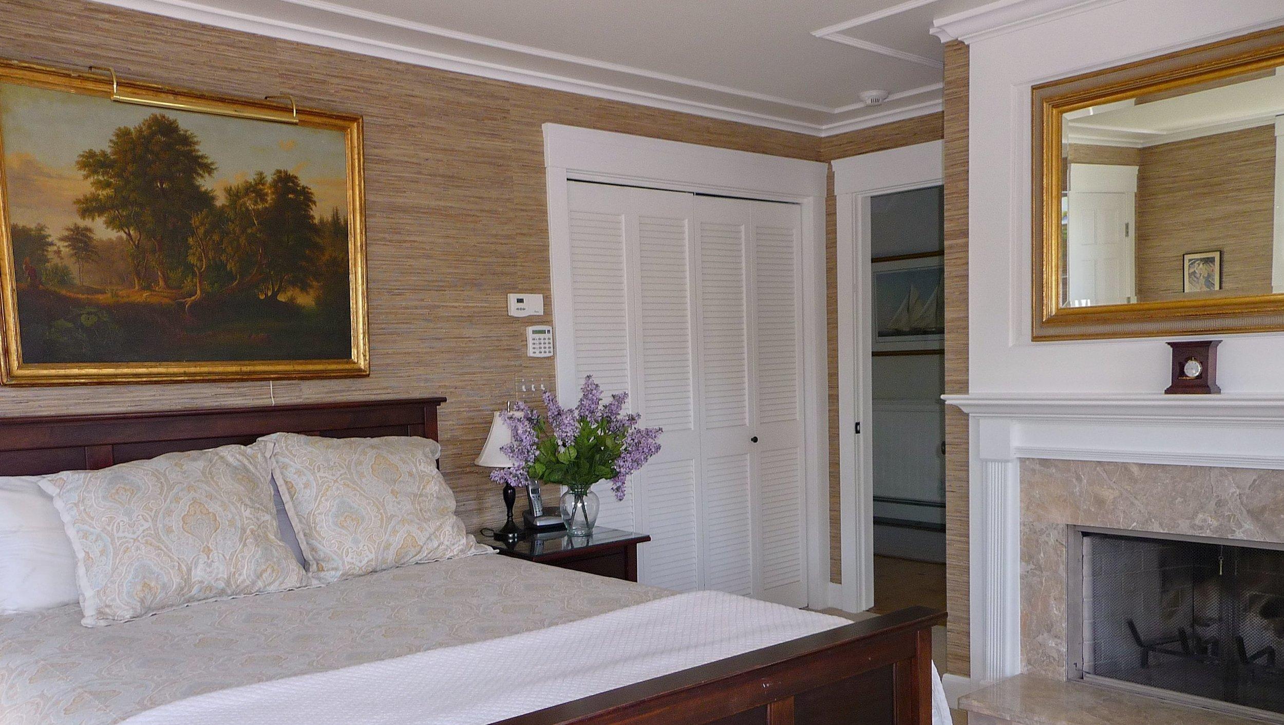 Colonial_Bedroom_Fireplace.jpg