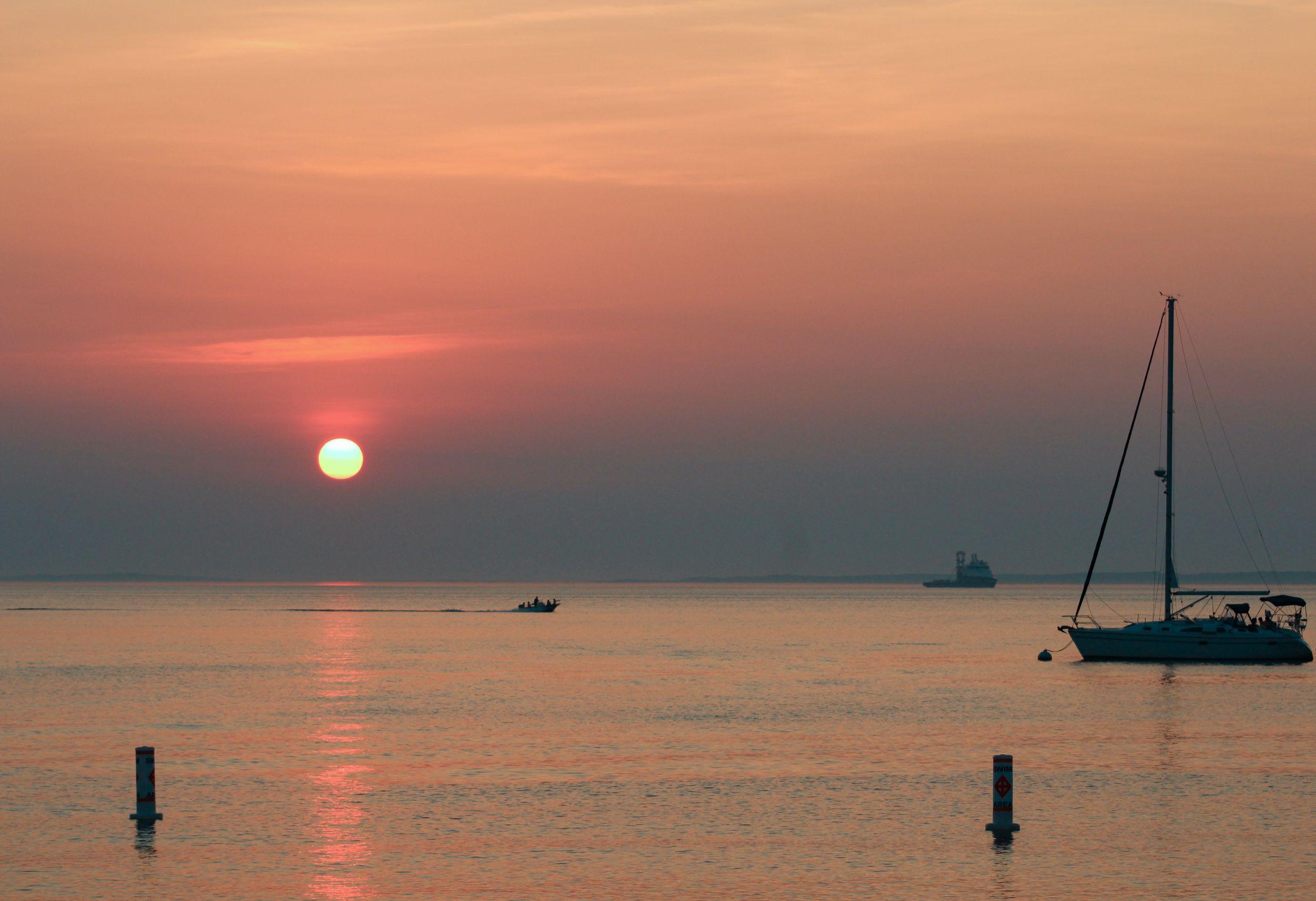 Menemsha_Marthas_Vineyard_Sailboat_Sunset.jpg