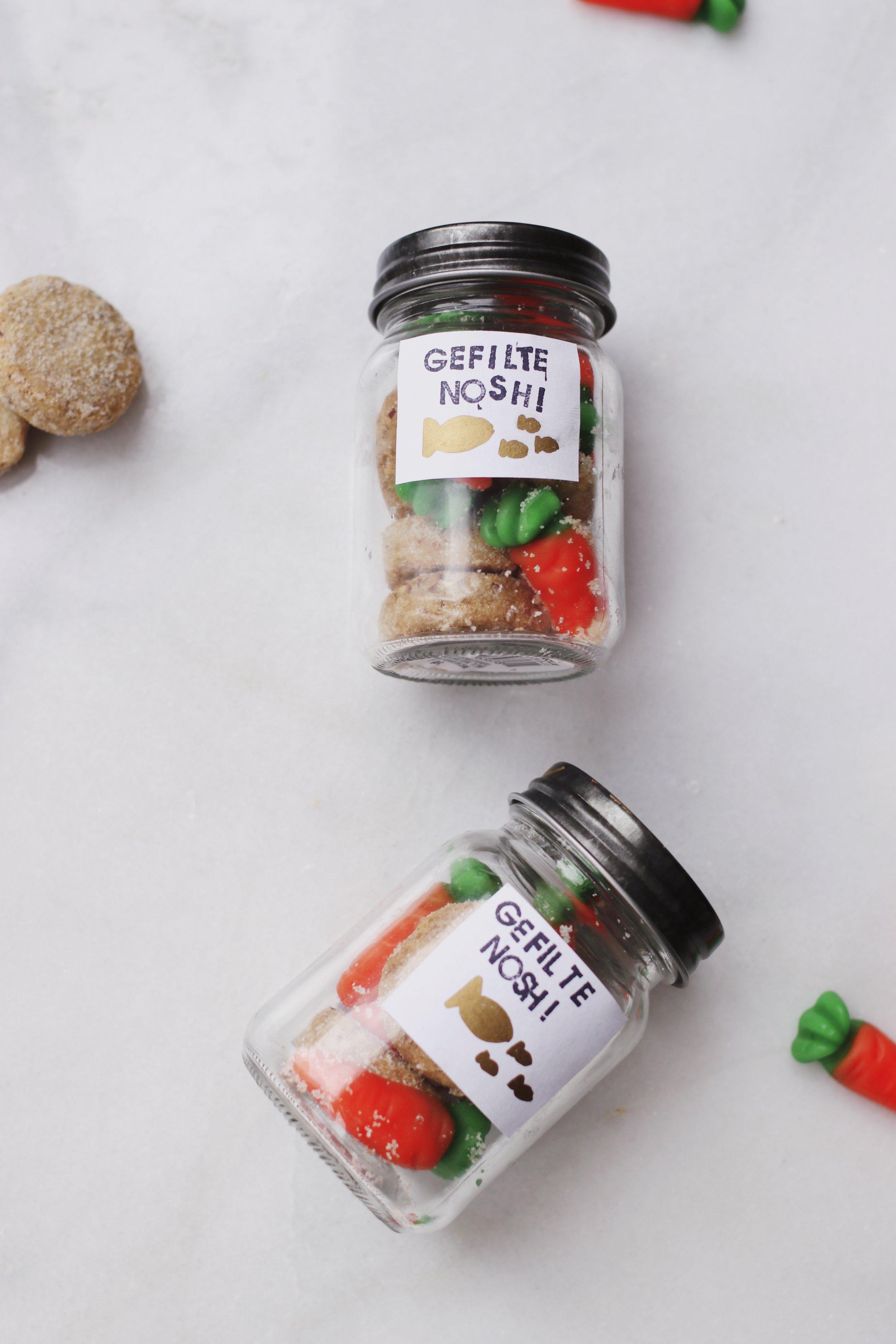 mishloach-manot-passover-favor-seder-gift-dessert-cookie-gefilte-fish-carrot-candy13