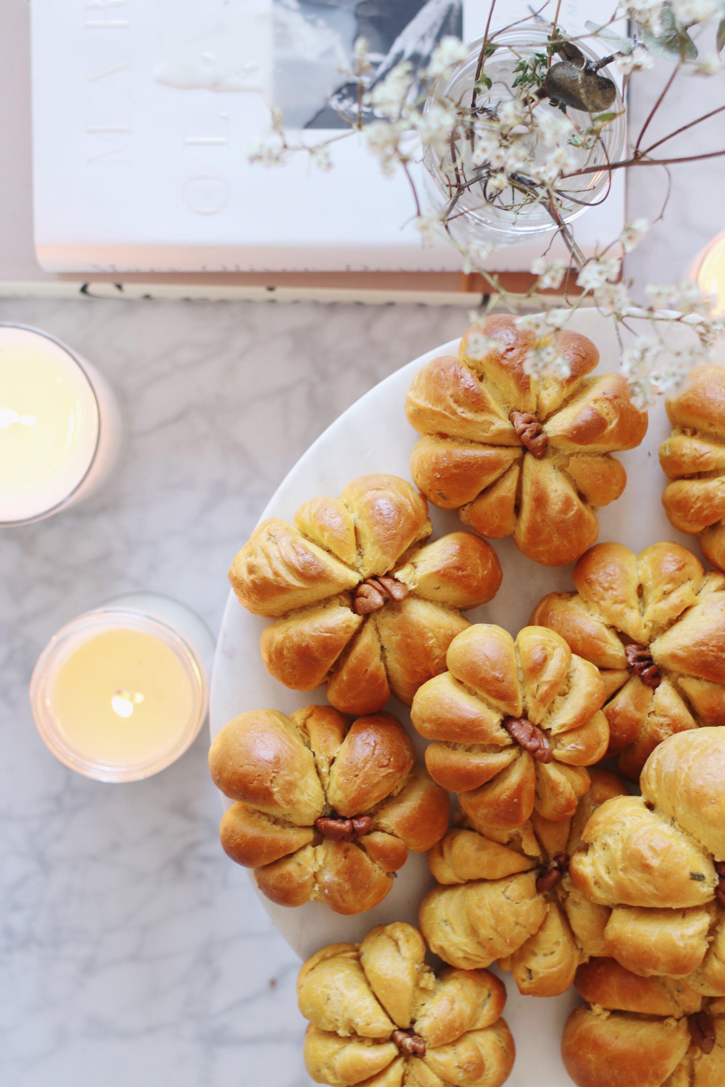 best-pumpkin-challah-recipe-pumpkin-dinner-rolls-2.JPG
