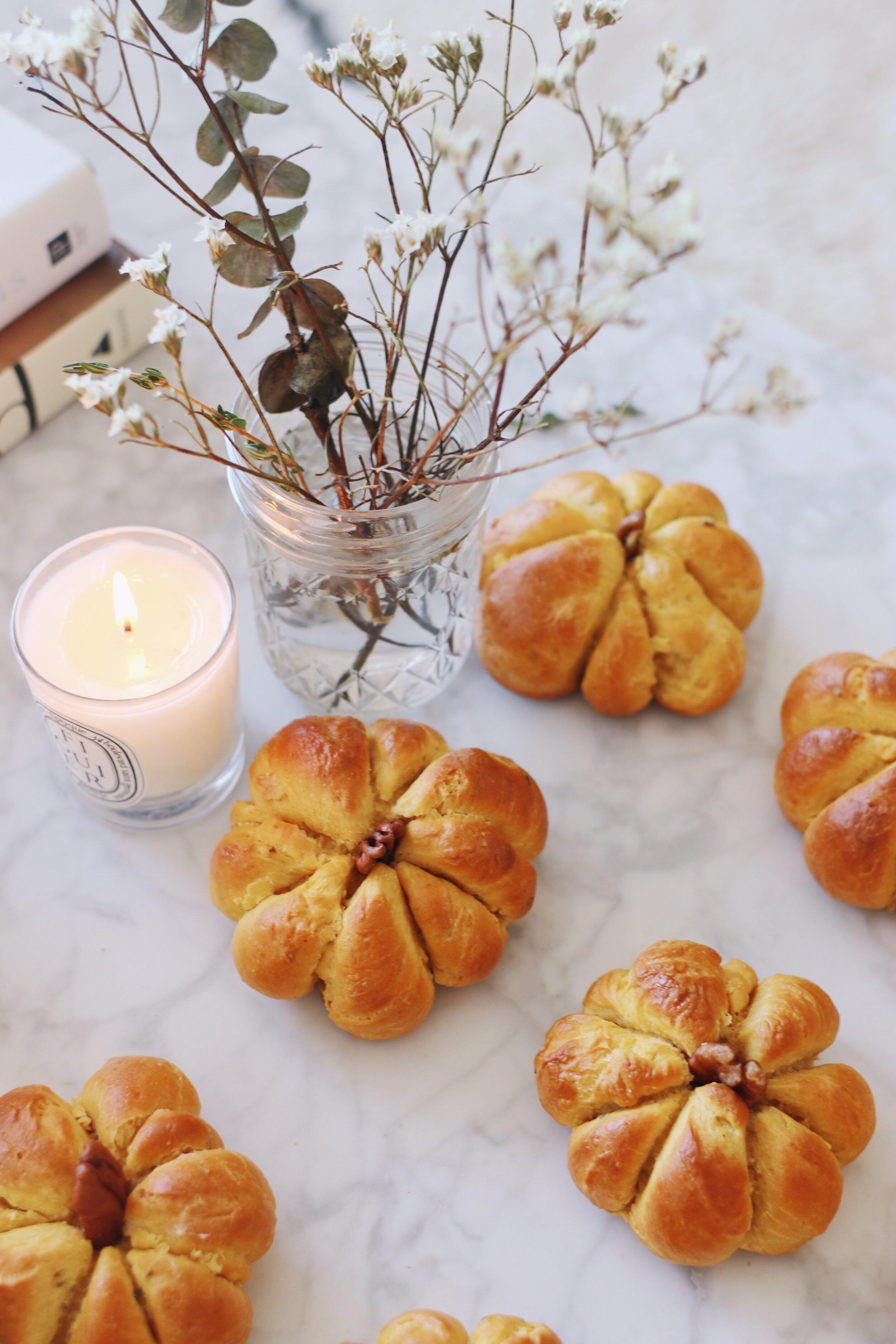 best-pumpkin-challah-recipe-pumpkin-dinner-rolls-3.JPG