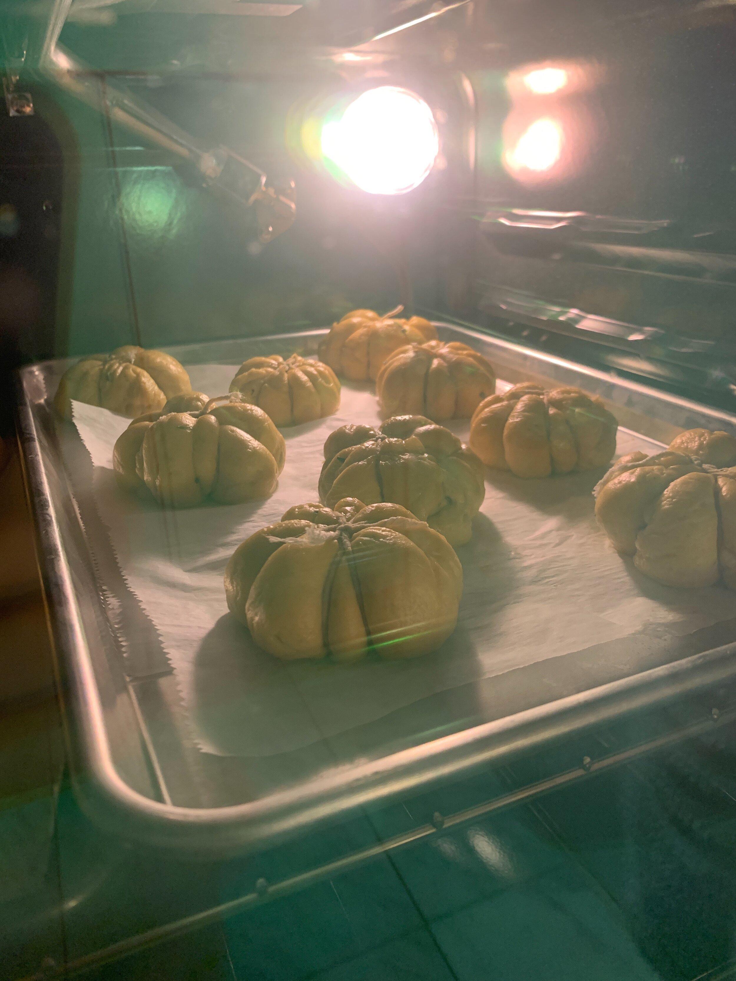 best-pumpkin-challah-recipe-pumpkin-dinner-rolls-6.JPG