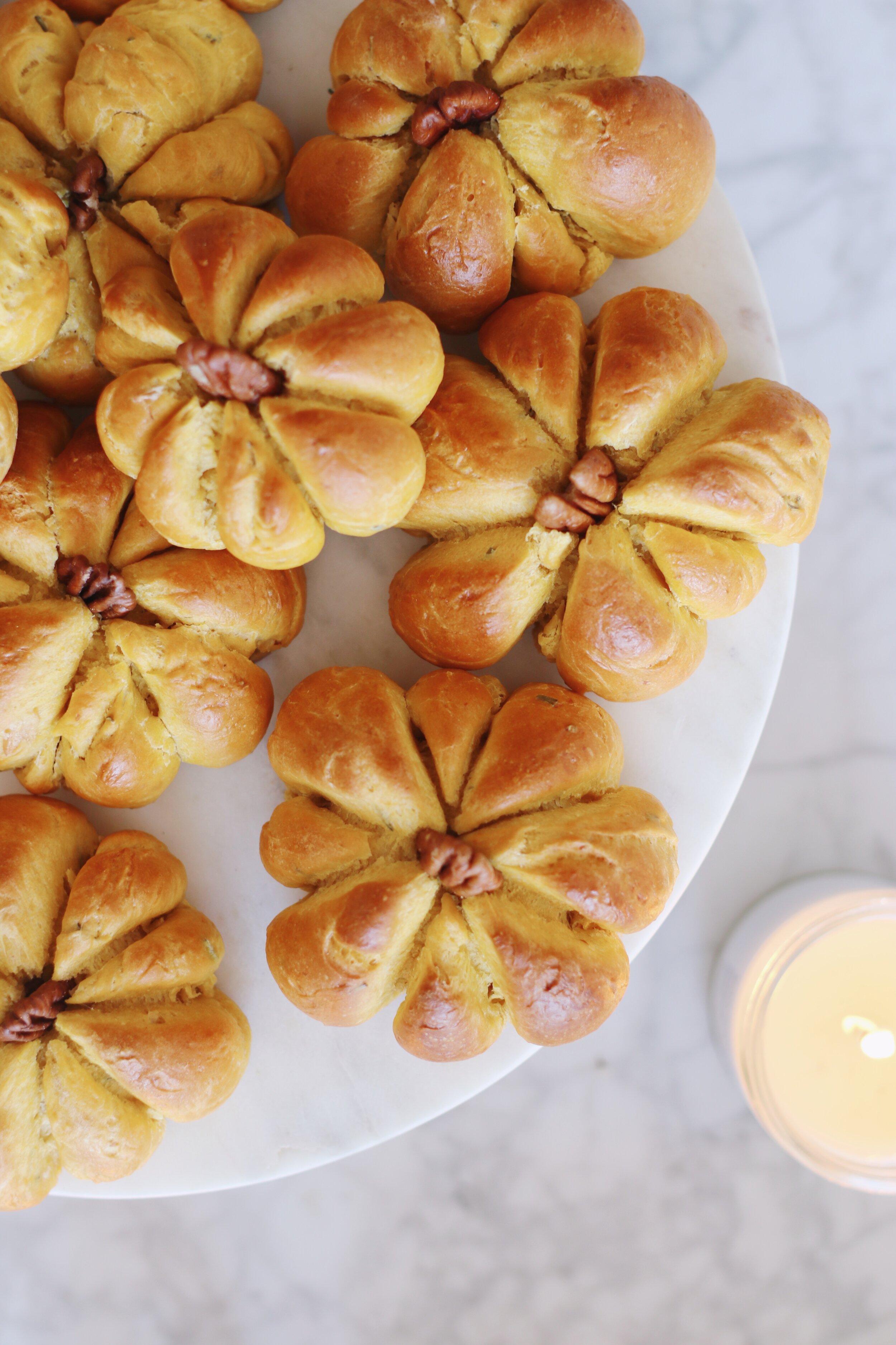 best-pumpkin-challah-recipe-pumpkin-dinner-rolls-8.JPG