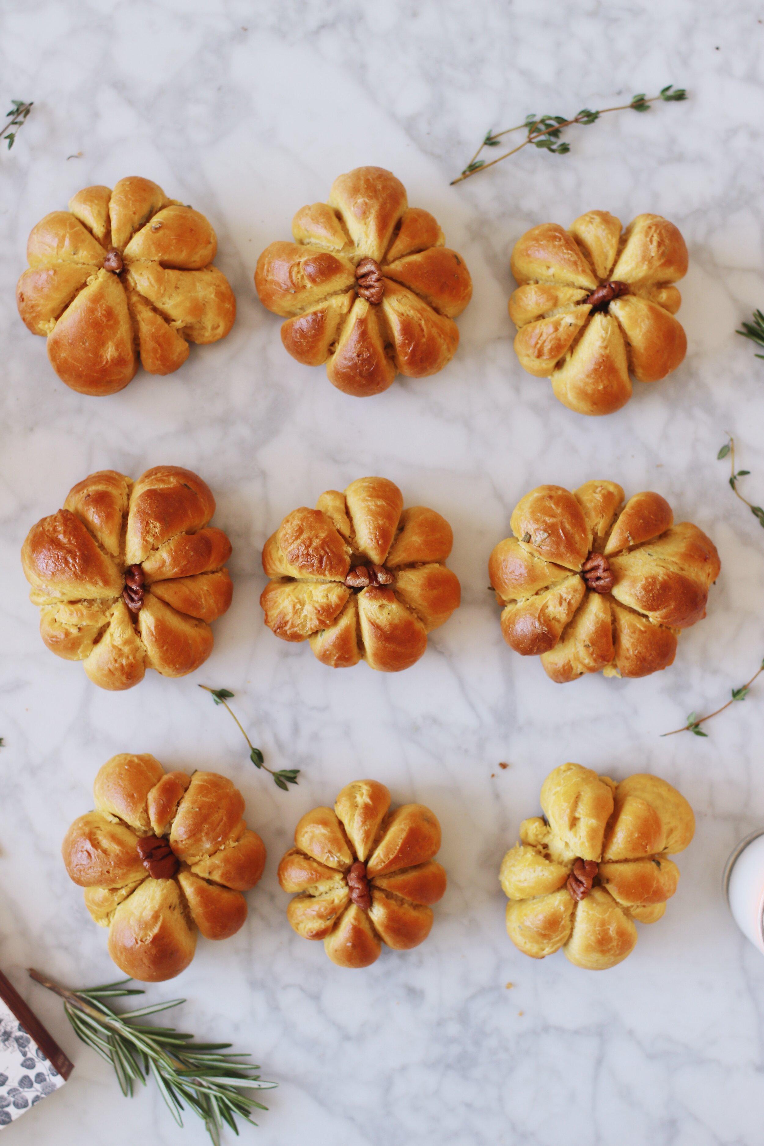 best-pumpkin-challah-recipe-pumpkin-dinner-rolls-12.JPG