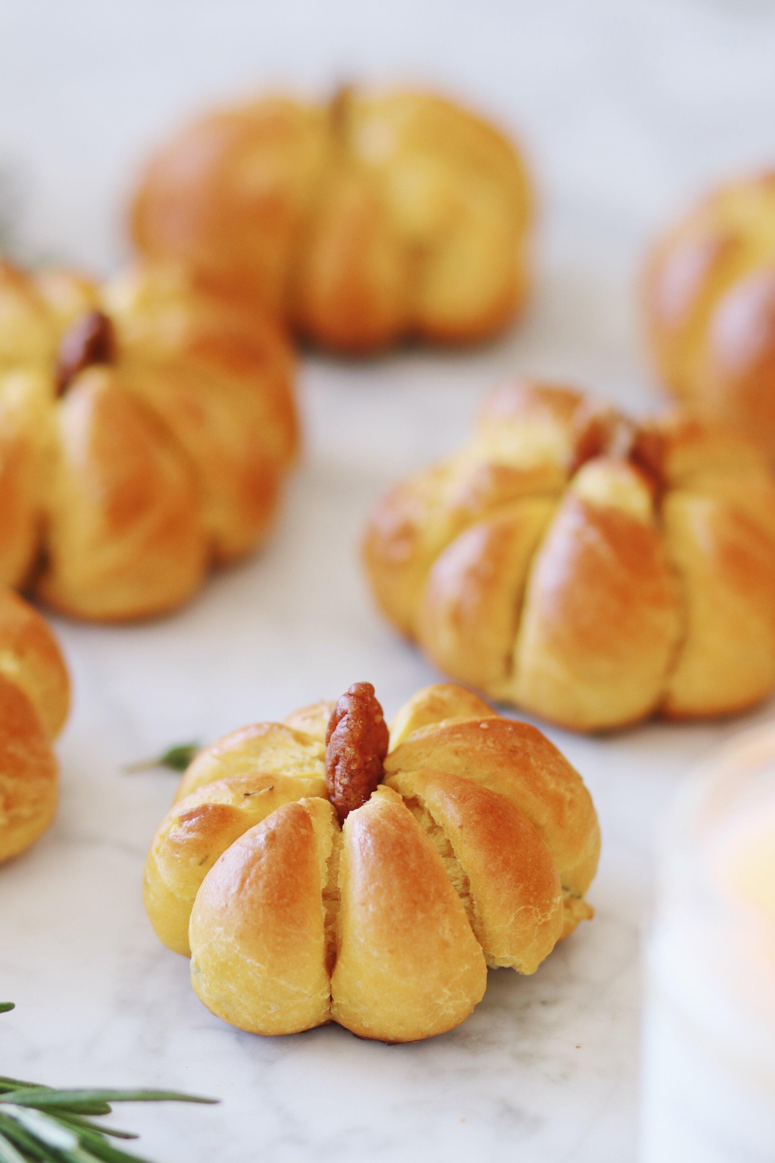 best-pumpkin-challah-recipe-pumpkin-dinner-rolls-16.JPG