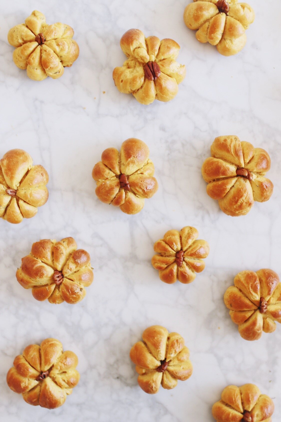 best-pumpkin-challah-recipe-pumpkin-dinner-rolls-26.JPG