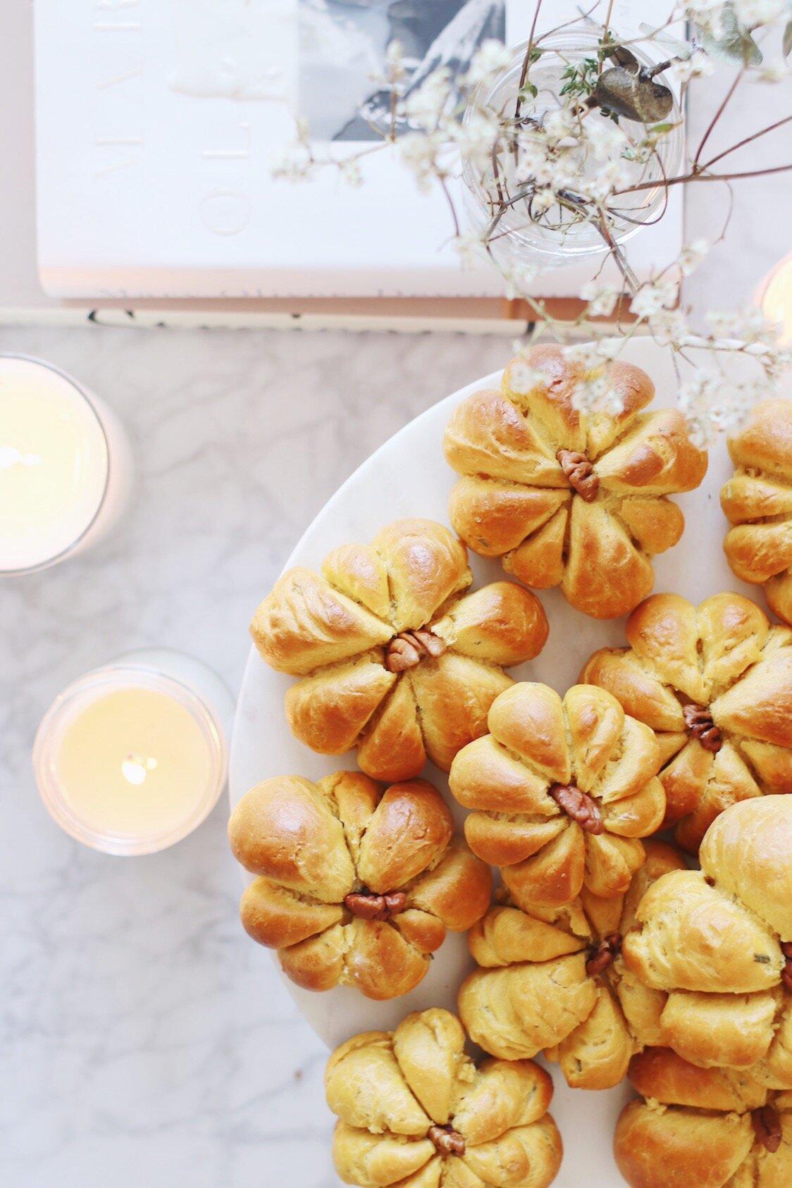 best-pumpkin-challah-recipe-pumpkin-dinner-rolls-28.JPG
