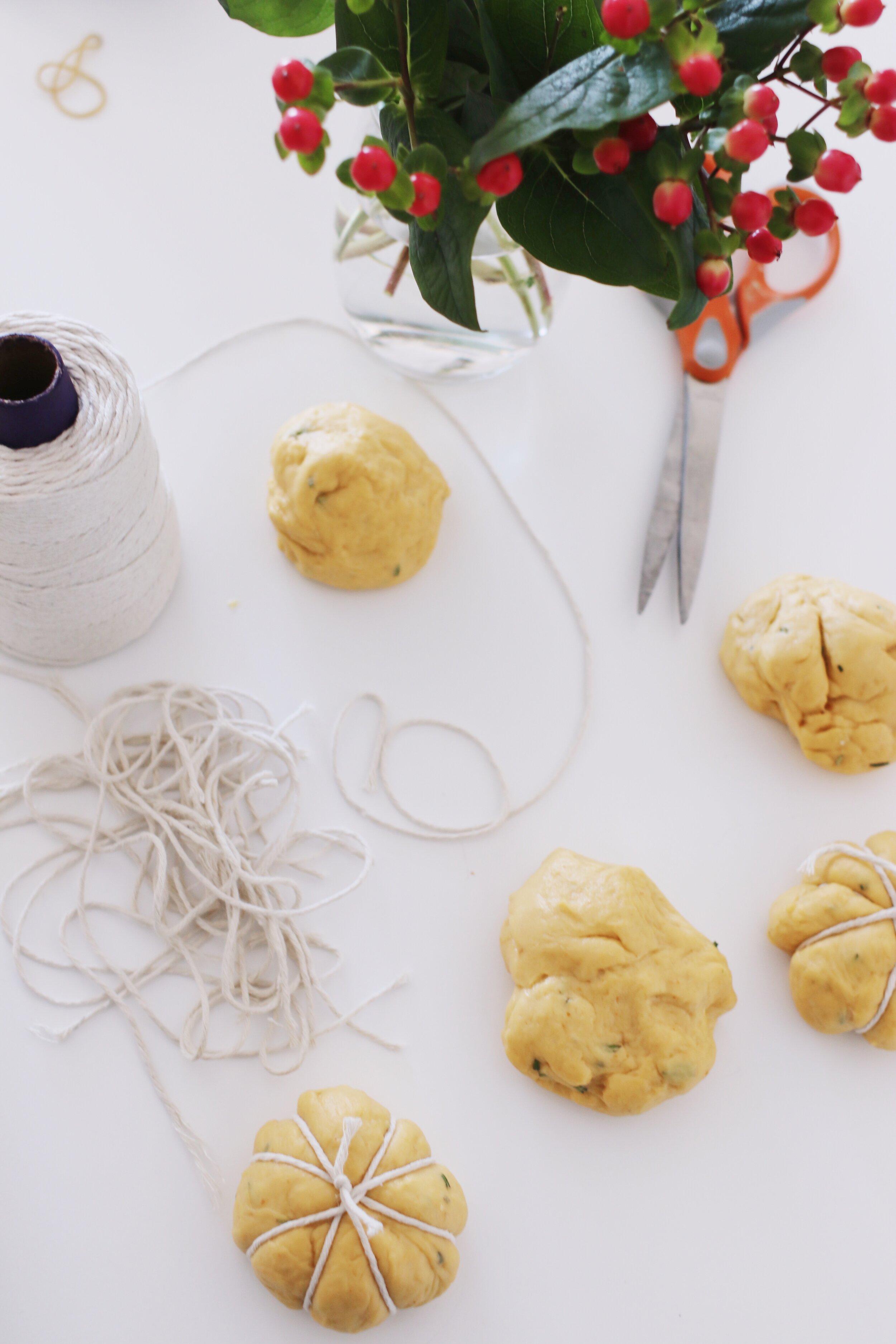 how-to-make-pumpkin-challah-rolls-4.JPG