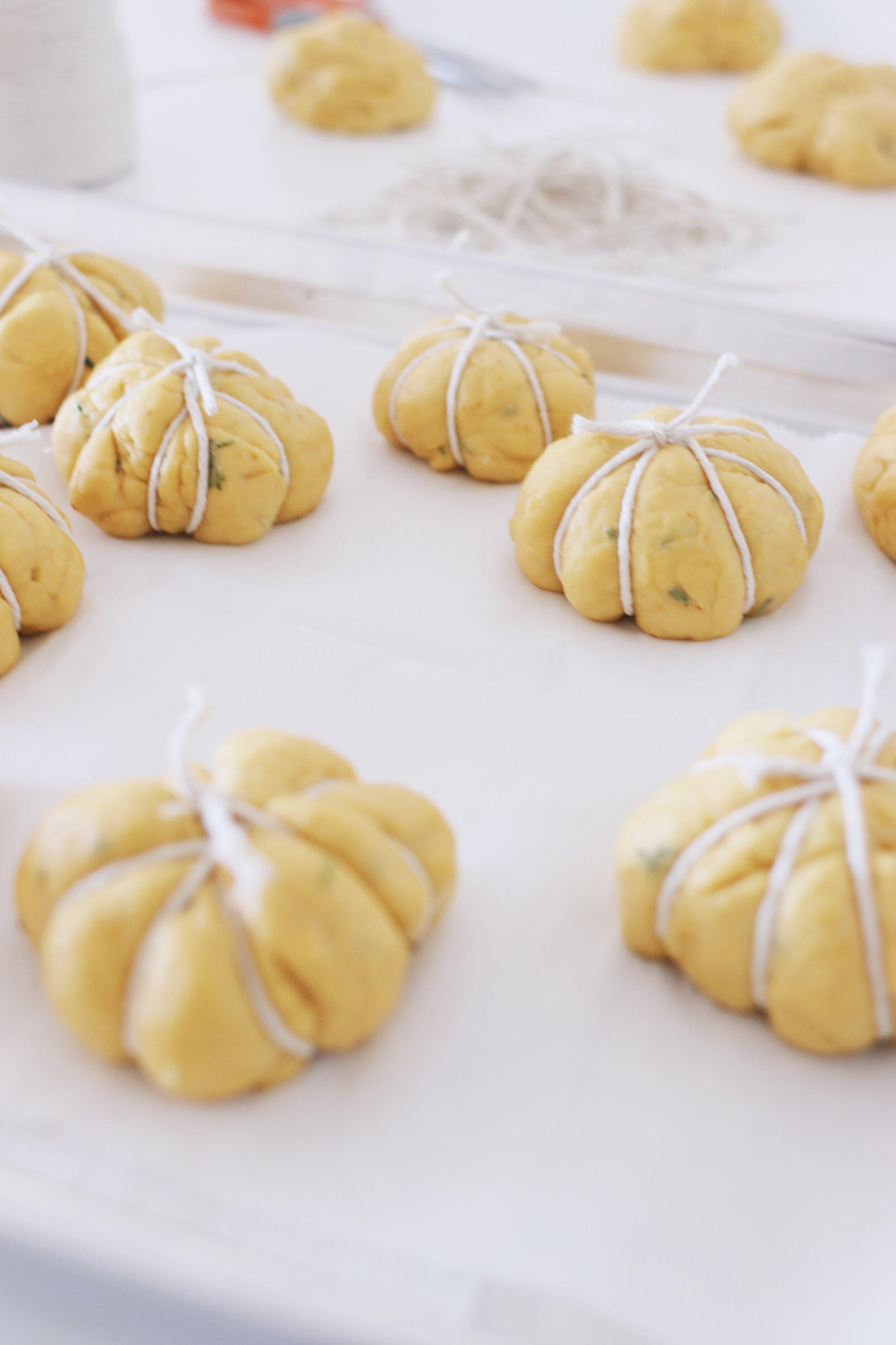 how-to-make-pumpkin-challah-rolls-6.JPG