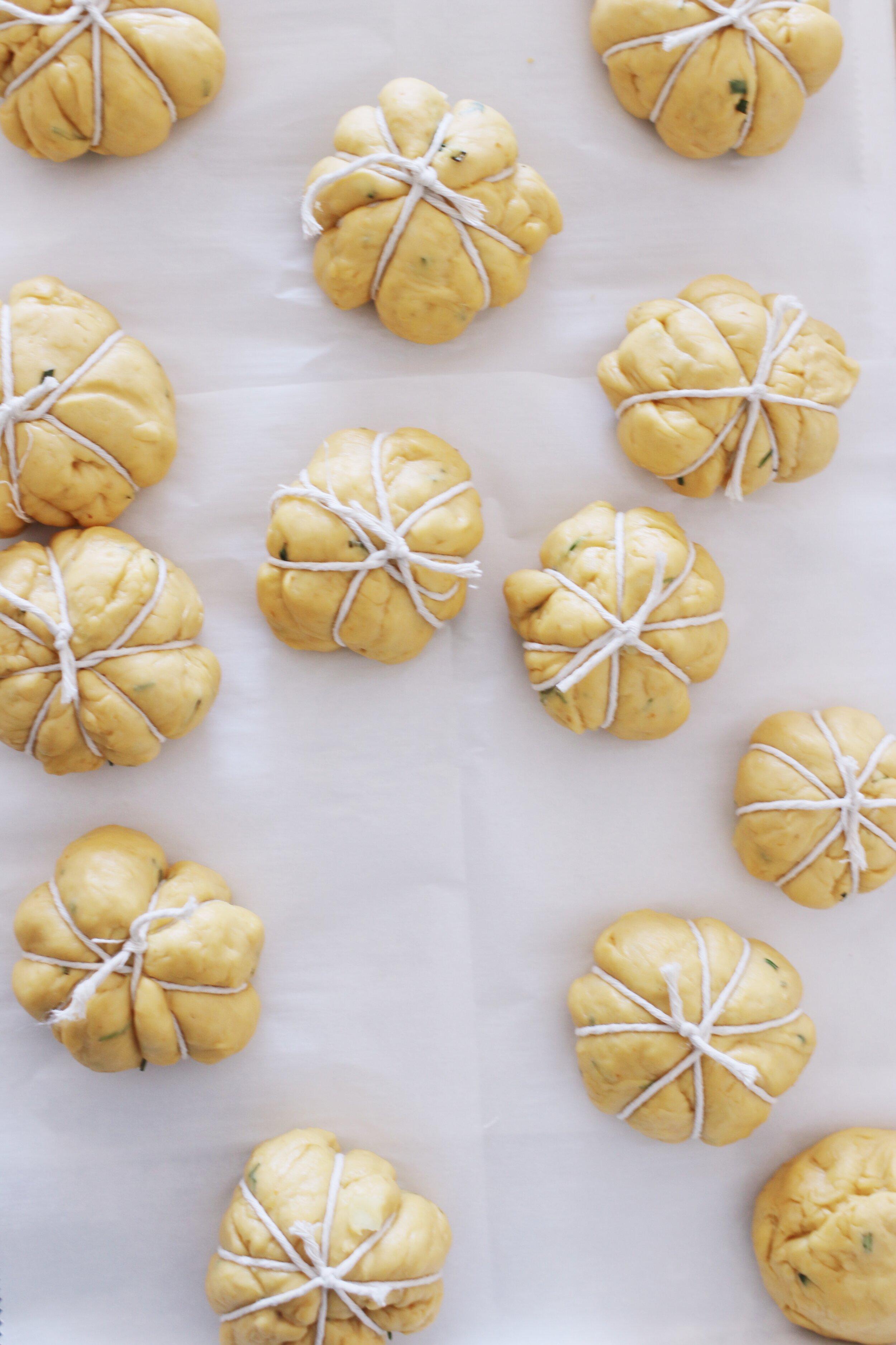 how-to-make-pumpkin-challah-rolls-5.JPG