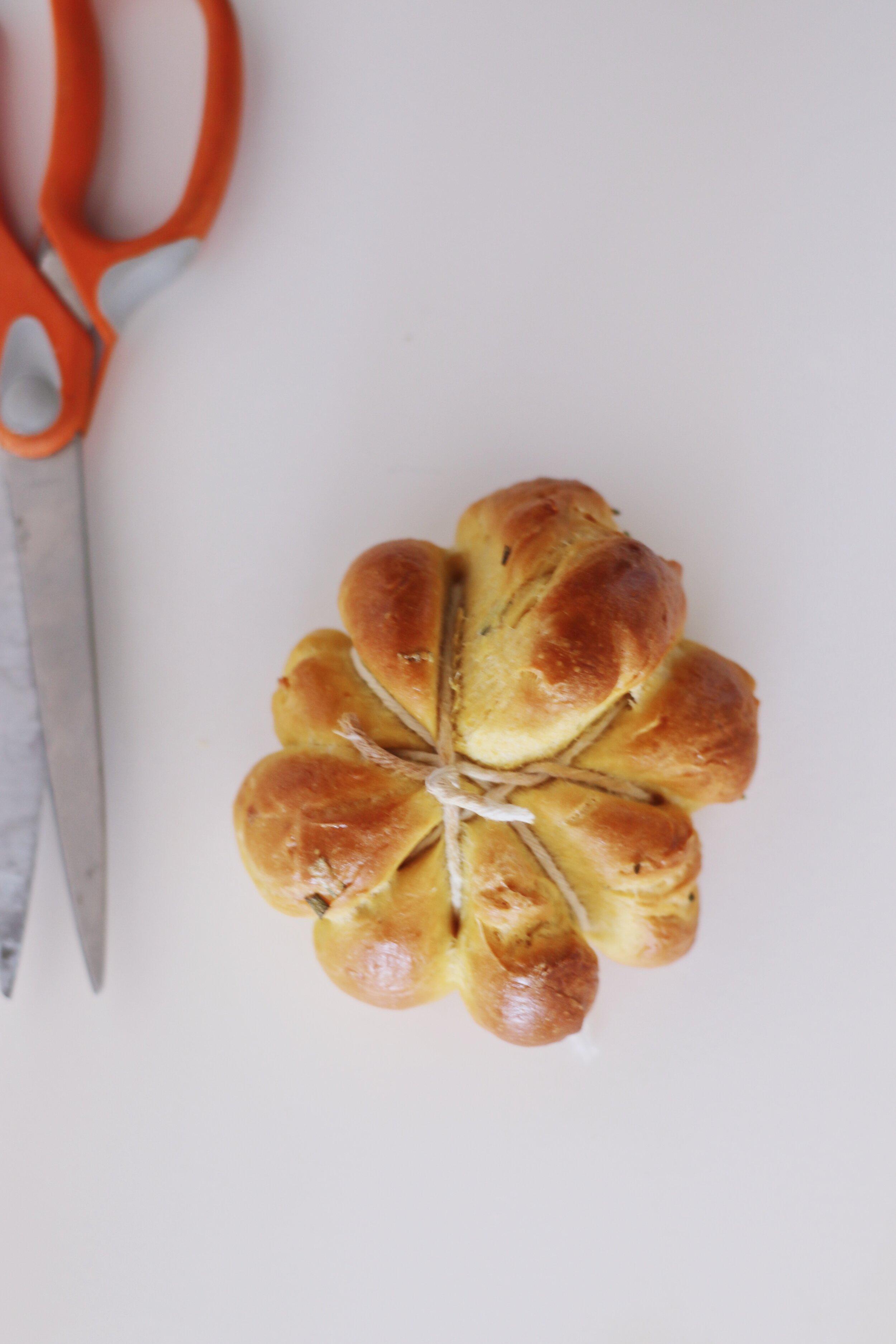 how-to-make-pumpkin-challah-rolls-2098.JPG