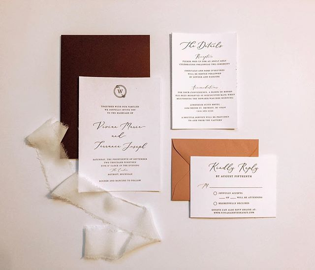 Versatile invitation suites are a favorite of mine. I just love how you can switch out the envelope color and it has a completely different look 😍