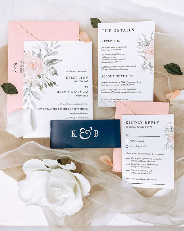 I doubt that the blush pink wedding craze will ever die down, and to be honest, I hope it never does. Love this blush suite with a pop of navy 💕