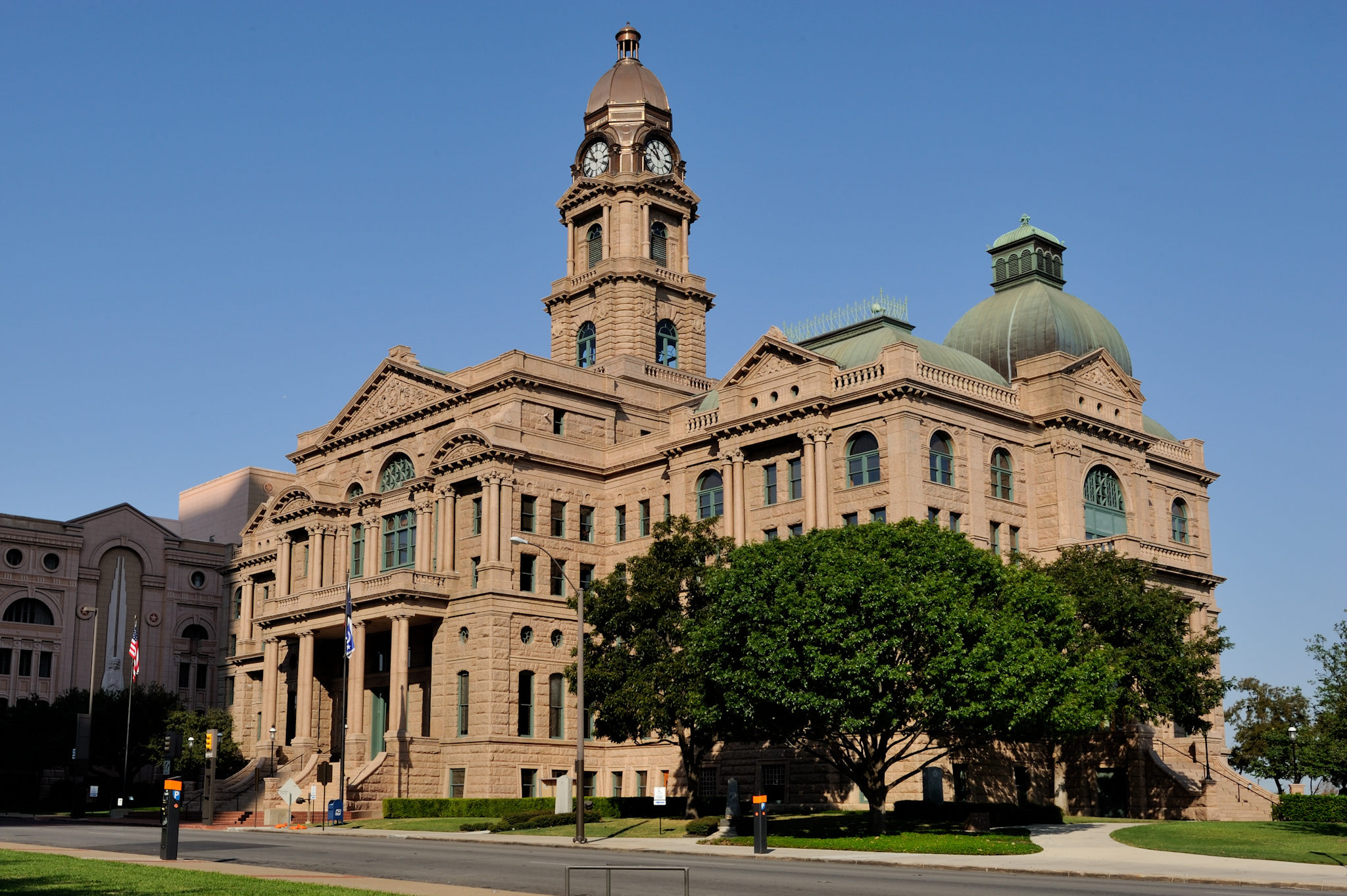 Tarrant_County_Courthouse_Full_E_Fort_Worth_Texas.jpg
