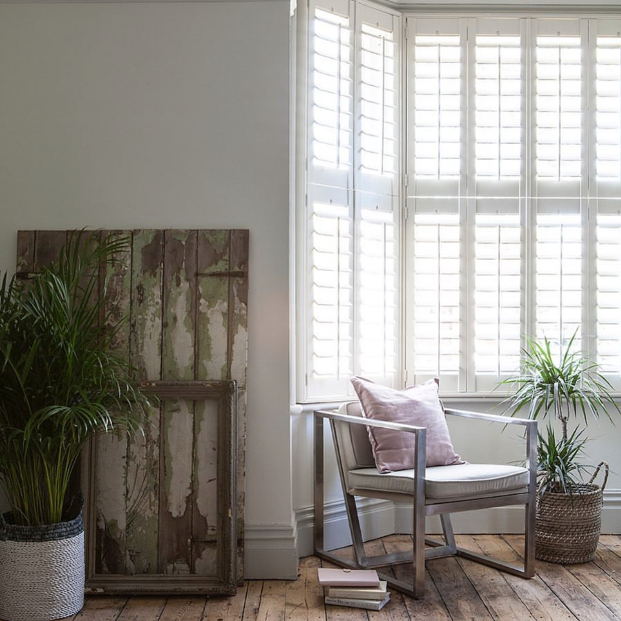 Image from  @catherinel.williams   Tier on tier shutter with standard tilt rods