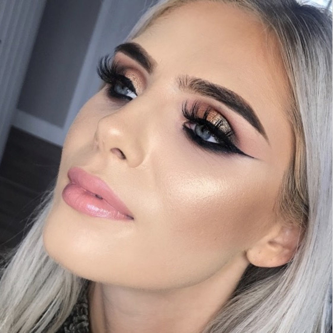 DAY MAKEUP £45 / 45MIN - From natural to radiant, we'll create the perfect day look for you. You'll also receive expert advice on the most flattering shades for your complexion.