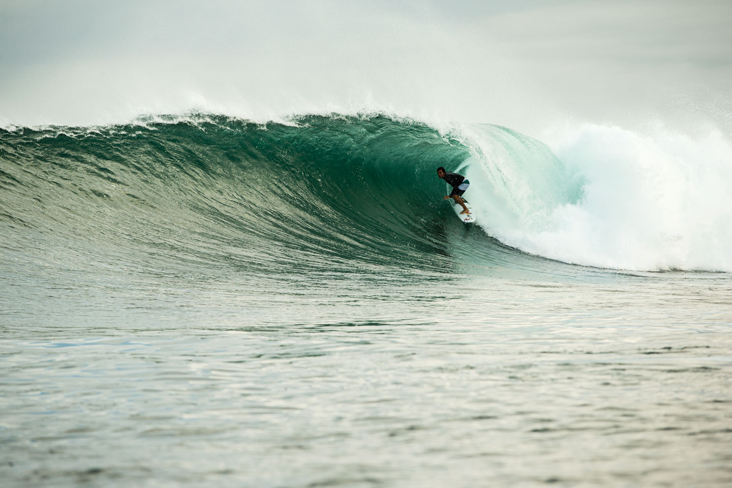 DILLON_SMITH_SURFING_GALAPAGOS_©WELSH368.jpg