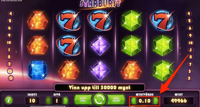 I det högra hörnet kan du se vilket myntvärde som du spelar med och på den vänstra sidan kan du se din insats. Genom att trycka på pilarna kan du höja och sänka myntvärdet. I detta exemplet så har du ett myntvärde på 0.10 vilket gör att ett spinn hade kostat 1kr