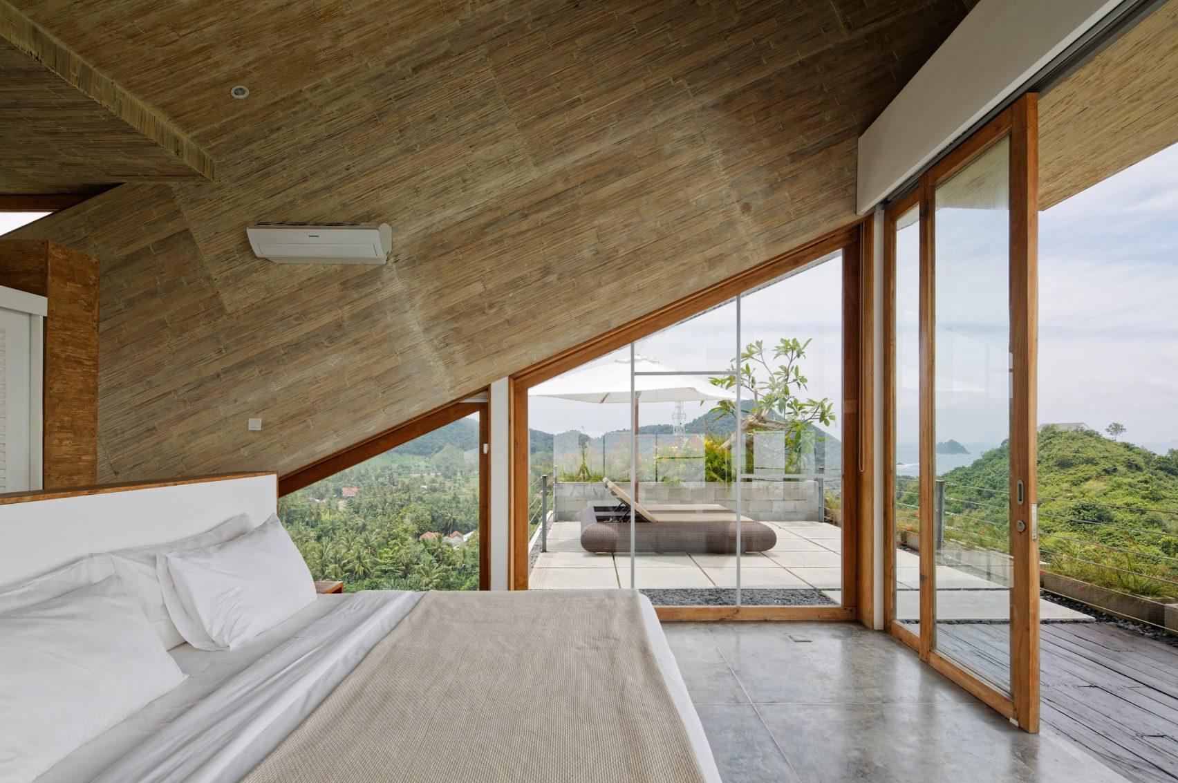 clay-house-budi-pradono-architects-architecture_dezeen_2364_col_4-1704x1133.jpg