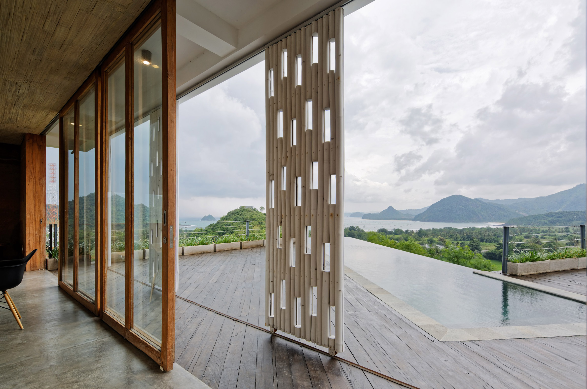 clay-house-budi-pradono-architects-architecture_dezeen_2364_col_7.jpg