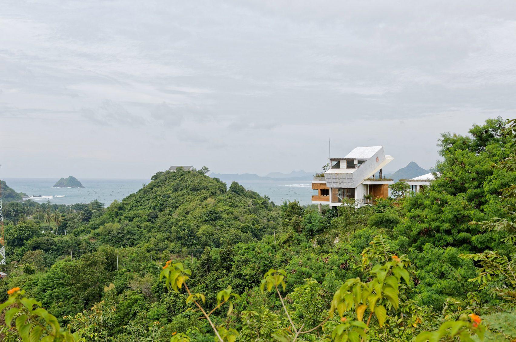 clay-house-budi-pradono-architects-architecture_dezeen_2364_col_15-1704x1131.jpg