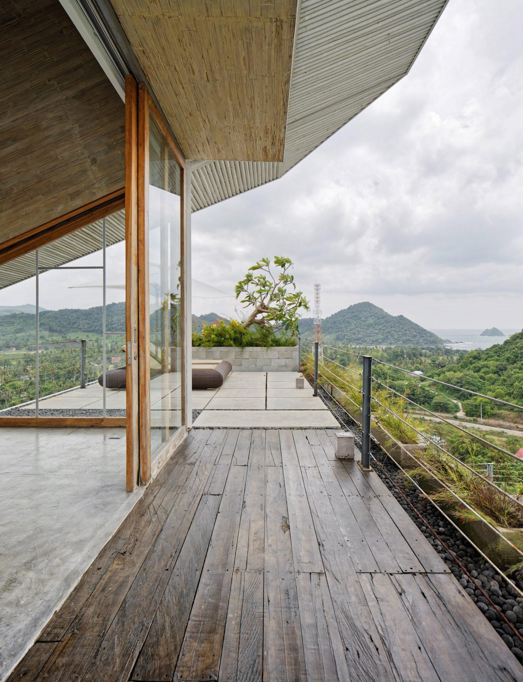 clay-house-budi-pradono-architects-architecture_dezeen_2364_col_20-1704x2221.jpg